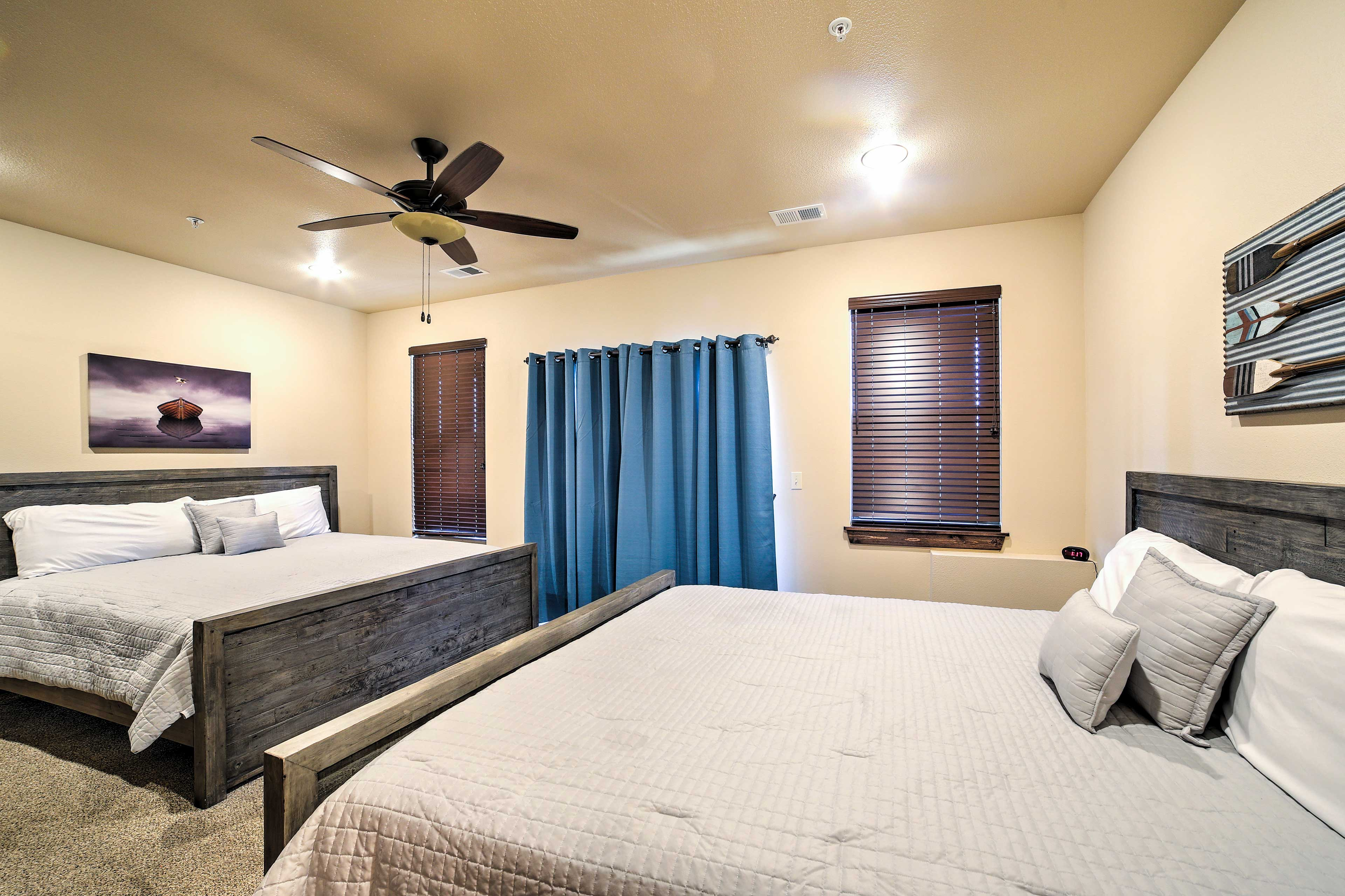 This room accommodates 4 guests.