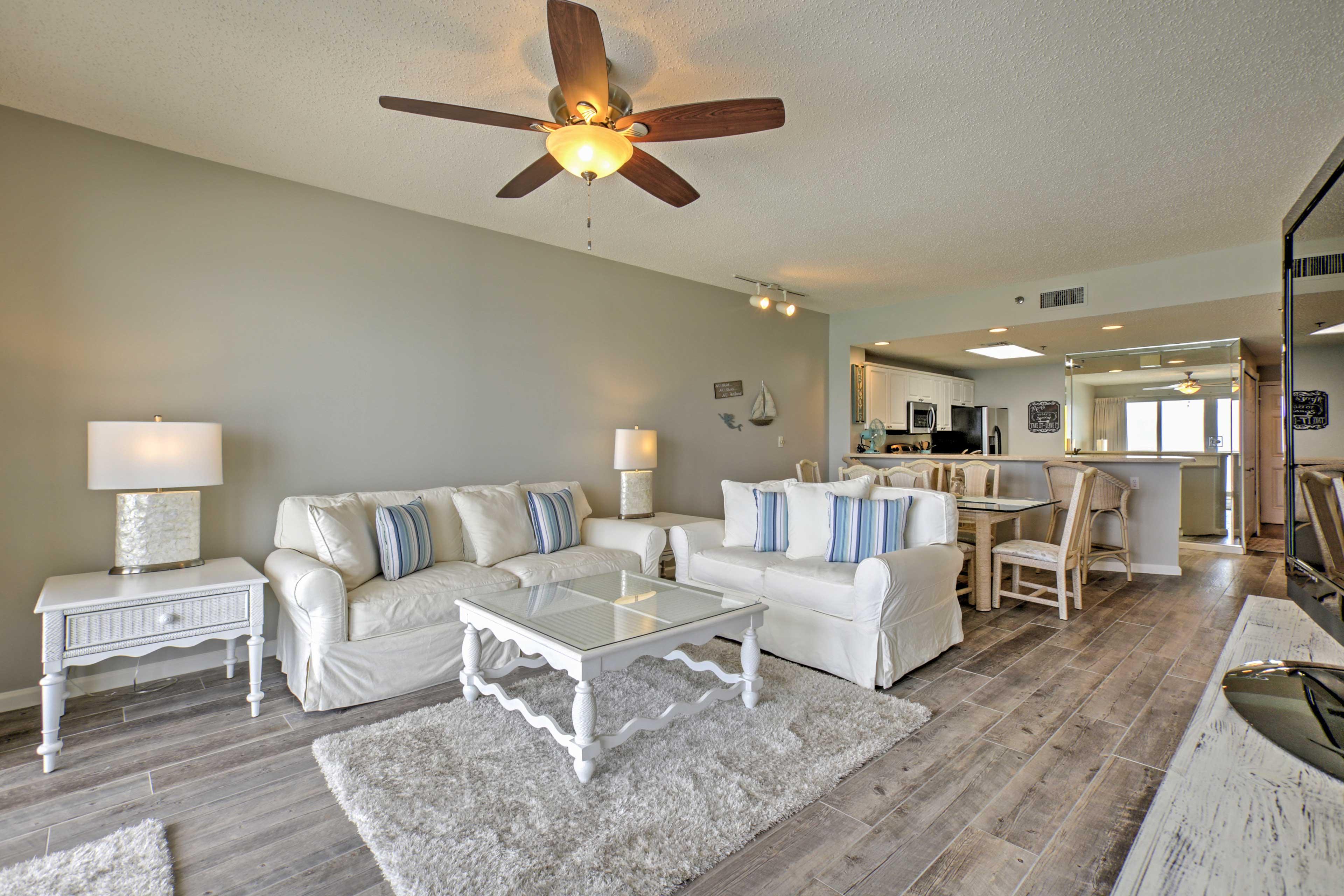 You'll find modern coastal decor in this Destin unit.