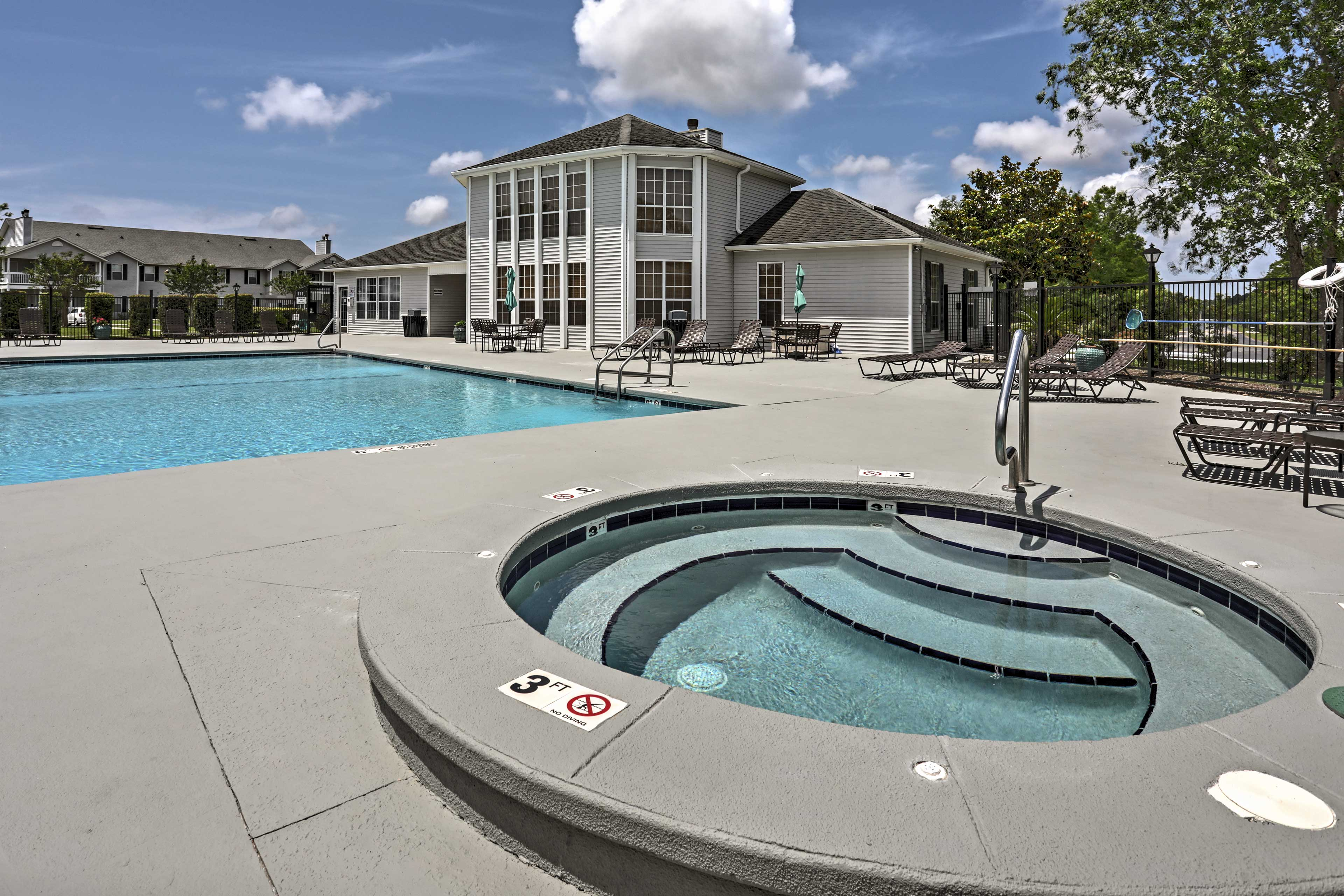 An exciting retreat awaits you at this Gulf Shores vacation rental condo for 5.