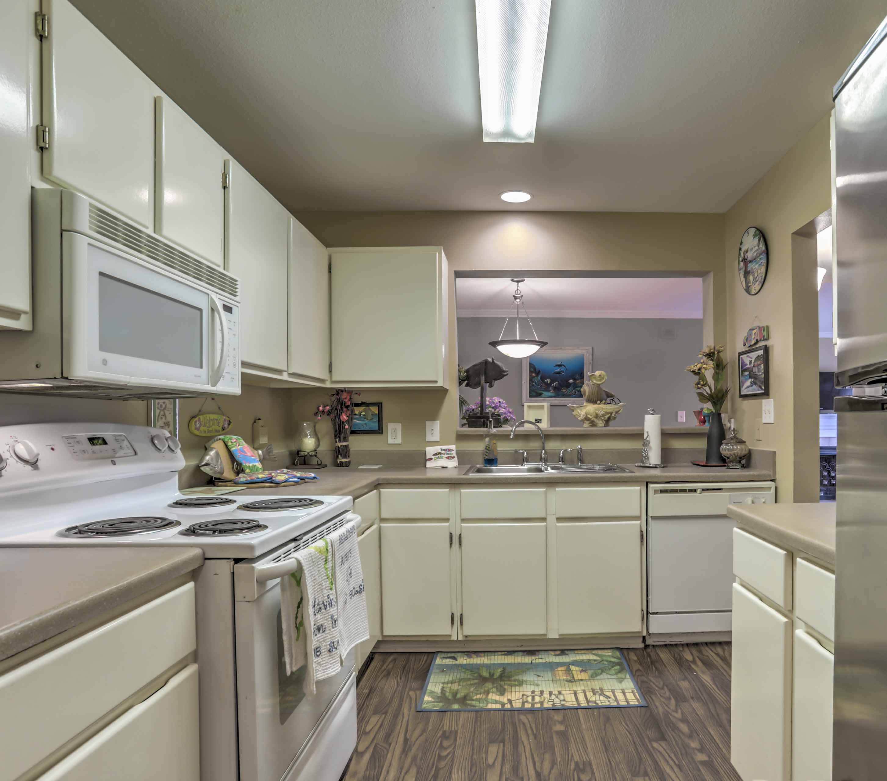 The fully equipped kitchen makes it easy to prepare meals during your stay.