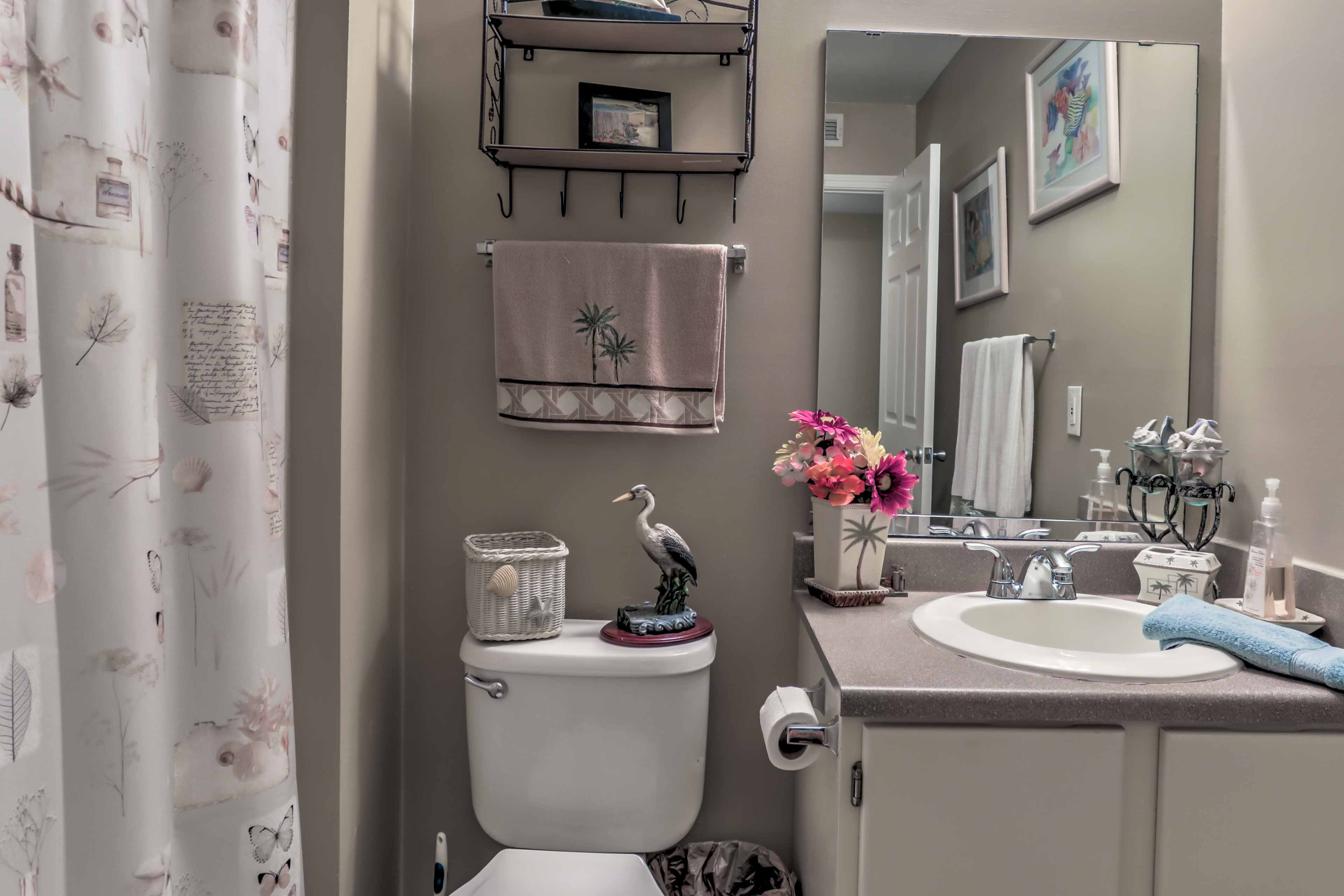 The home features 2 bathrooms for guest use.