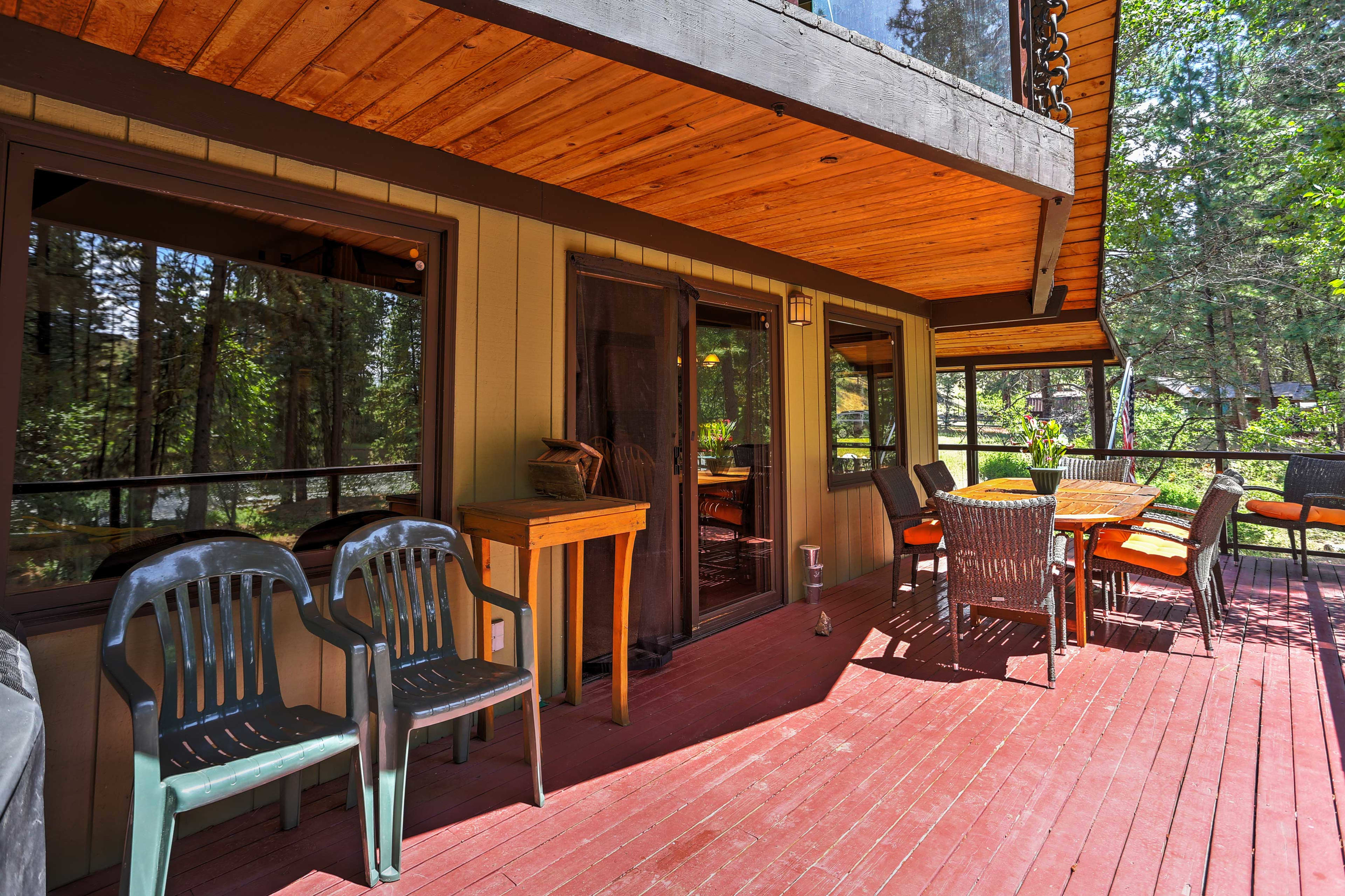 The back deck has a gas grill and patio table for al fresco cooking and dining!