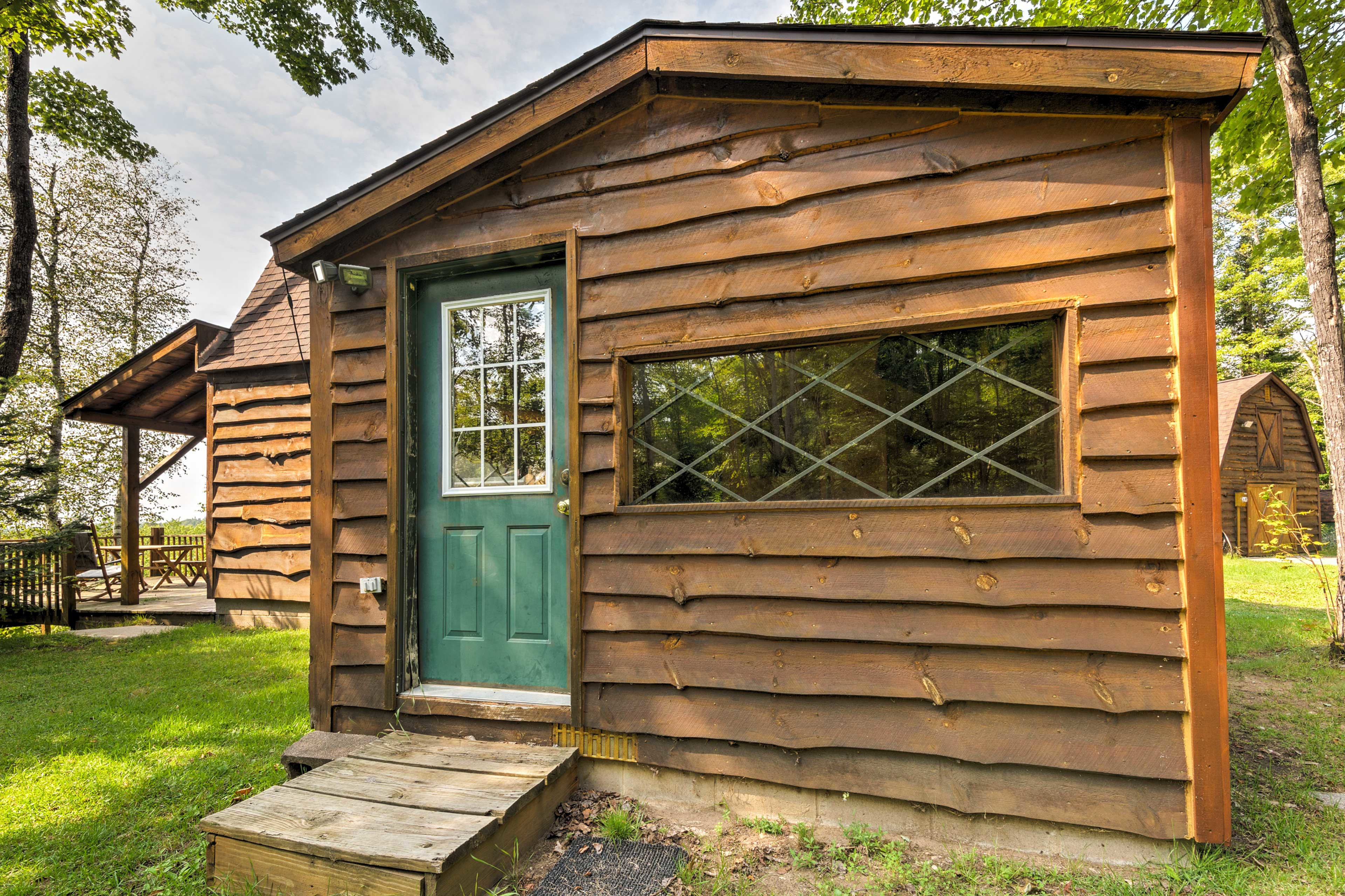This vacation rental cabin is the perfect rustic retreat in Manistique.