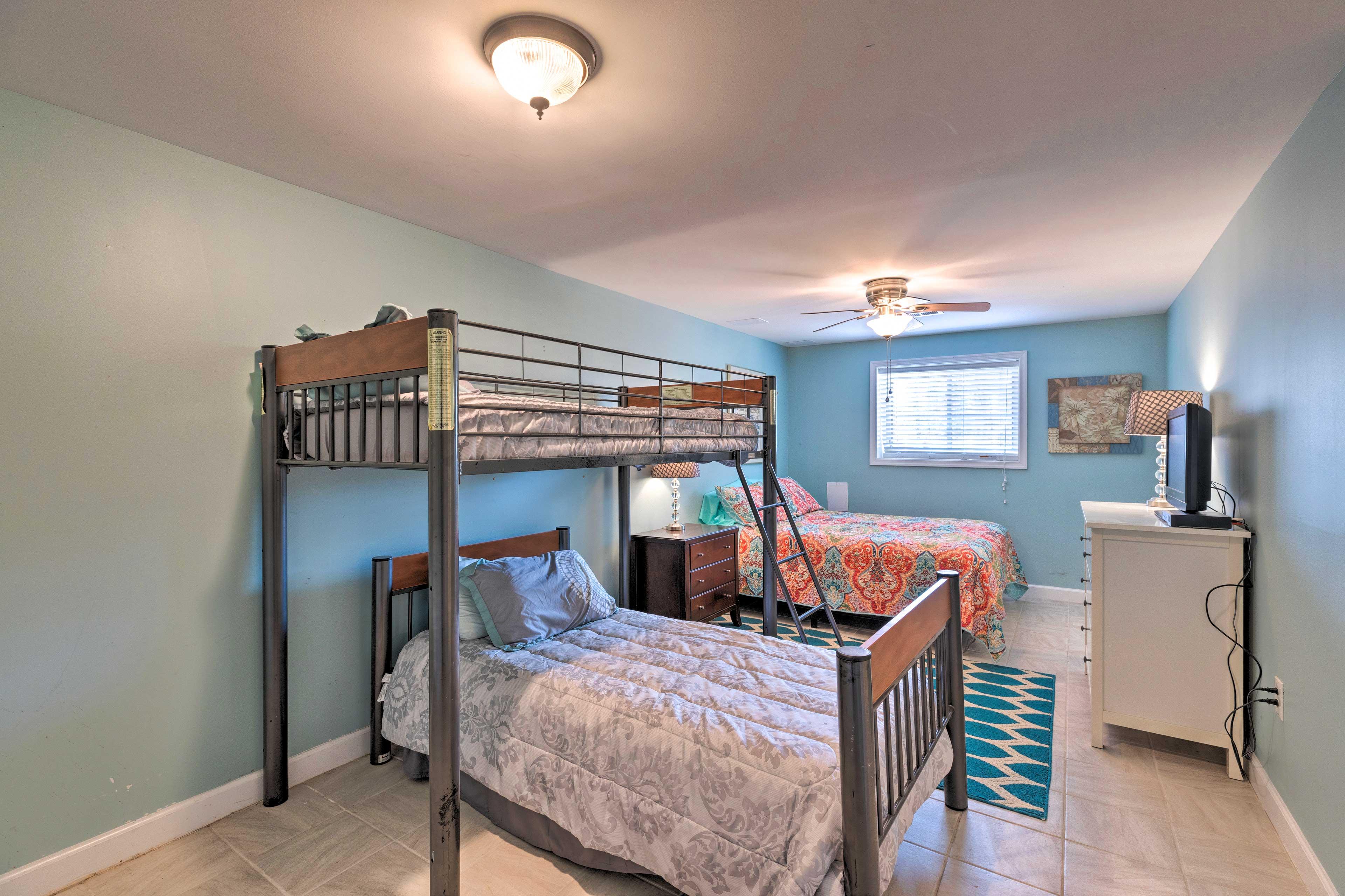 Bedroom 5   Queen Bed   Twin Bunk Bed   Toddler Bed