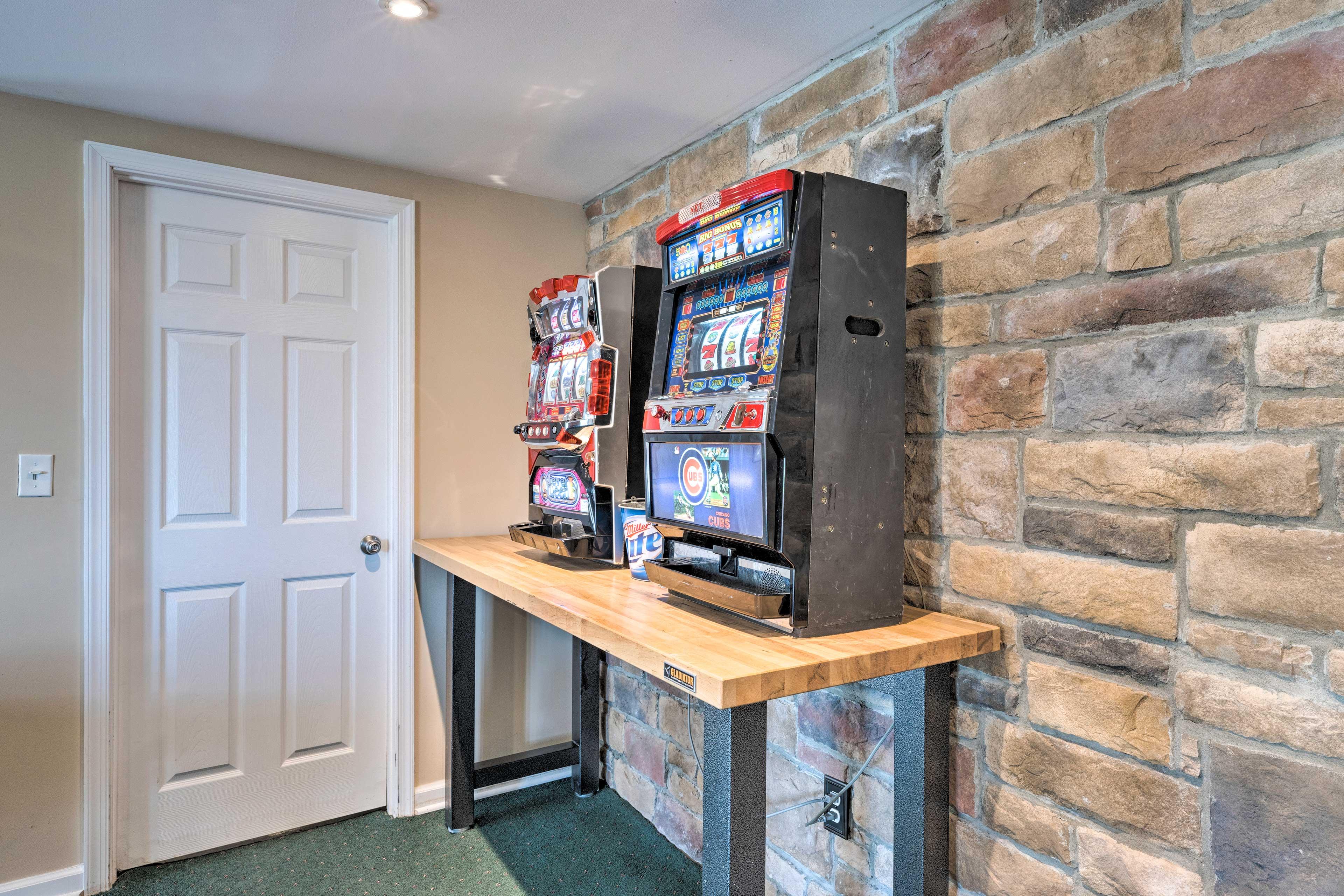 Downstairs Game Room   Japanese Slot Machines