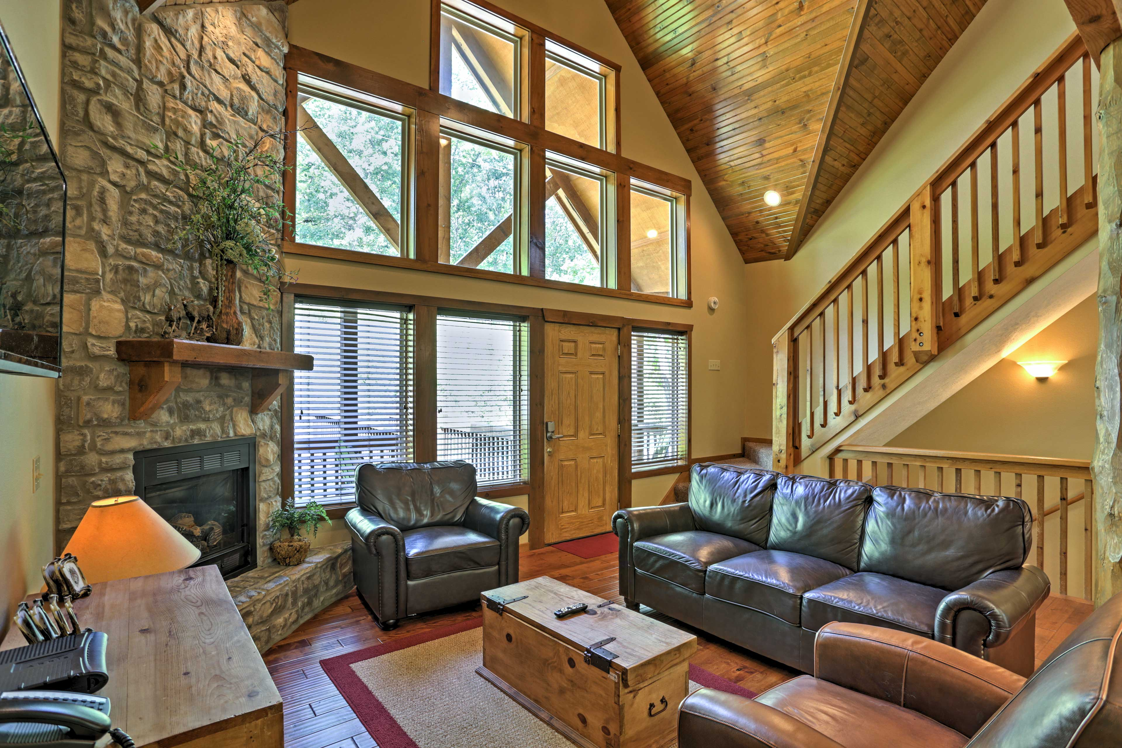 Living Room | Gas Fireplace | Vaulted Ceilings
