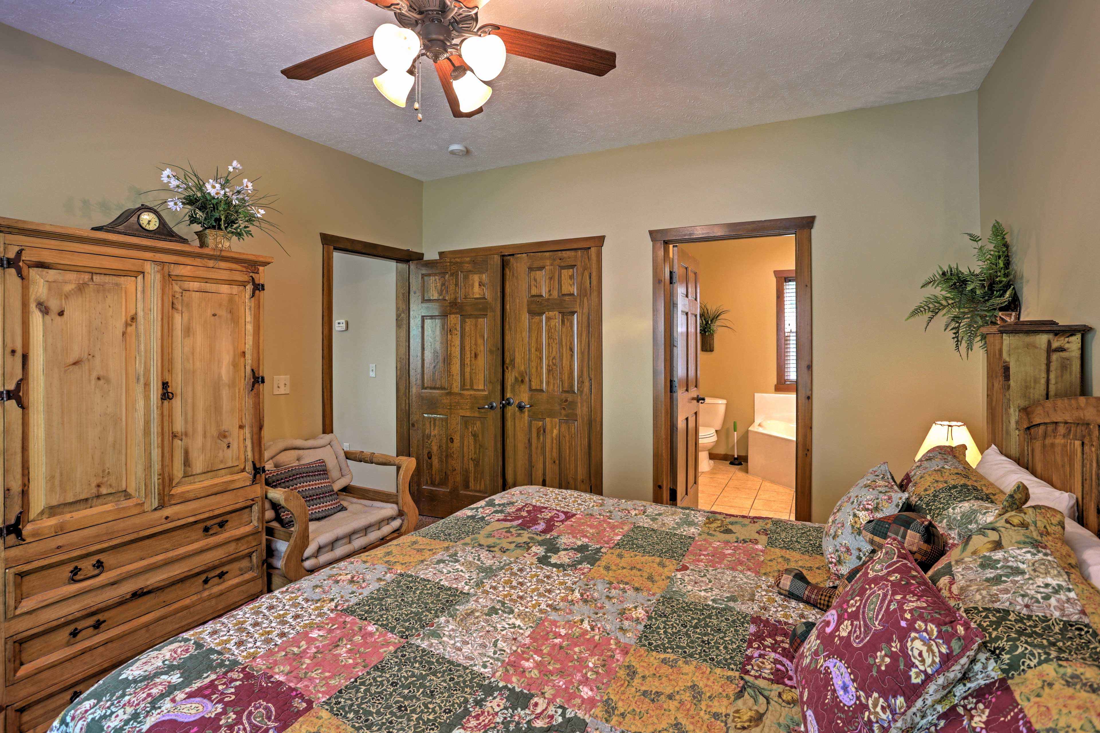 Bedroom 2 | King Bed | En-Suite Bathroom