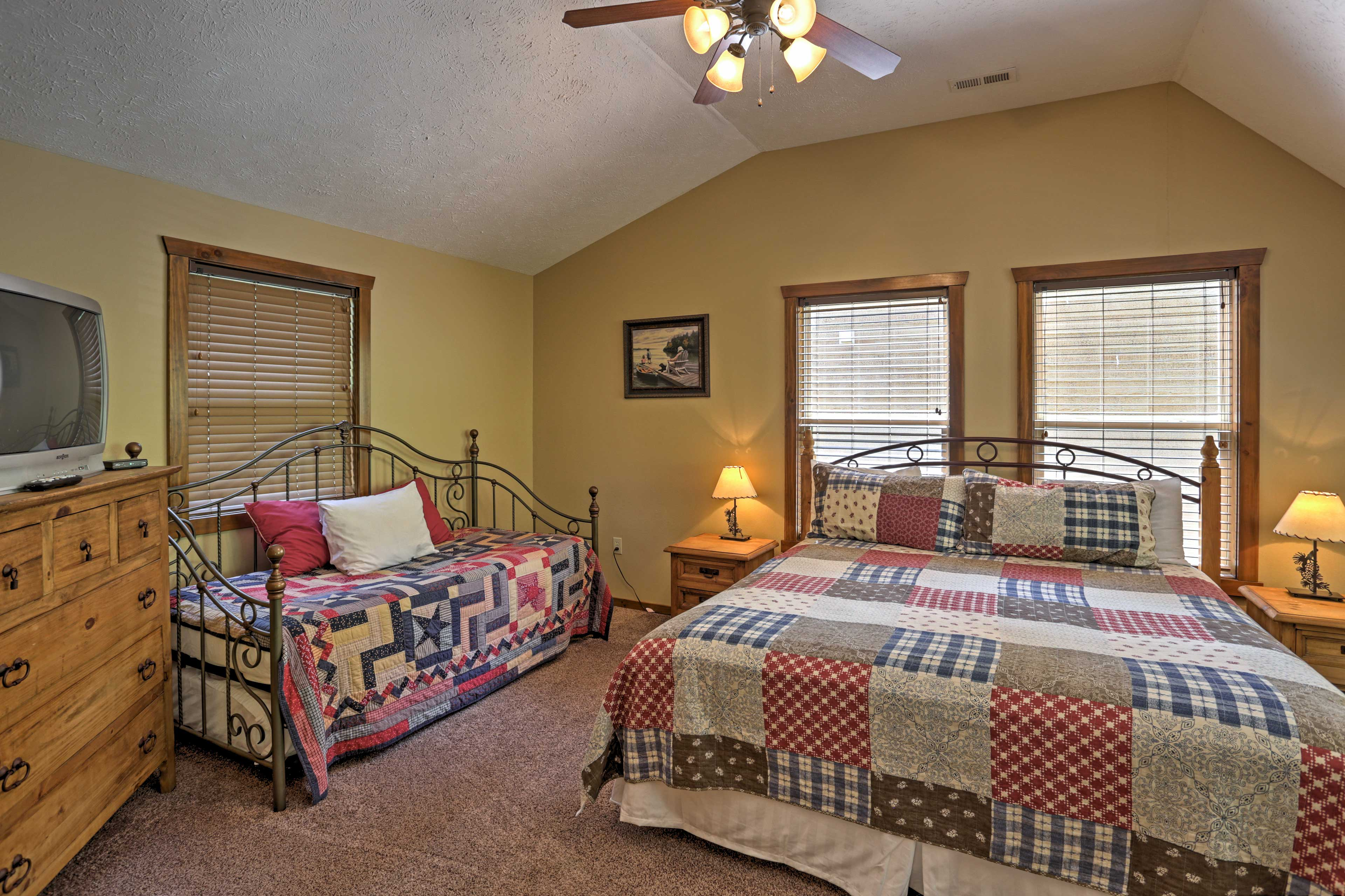 Bedroom 4 | King Bed | Twin Daybed w/ Twin Trundle Bed
