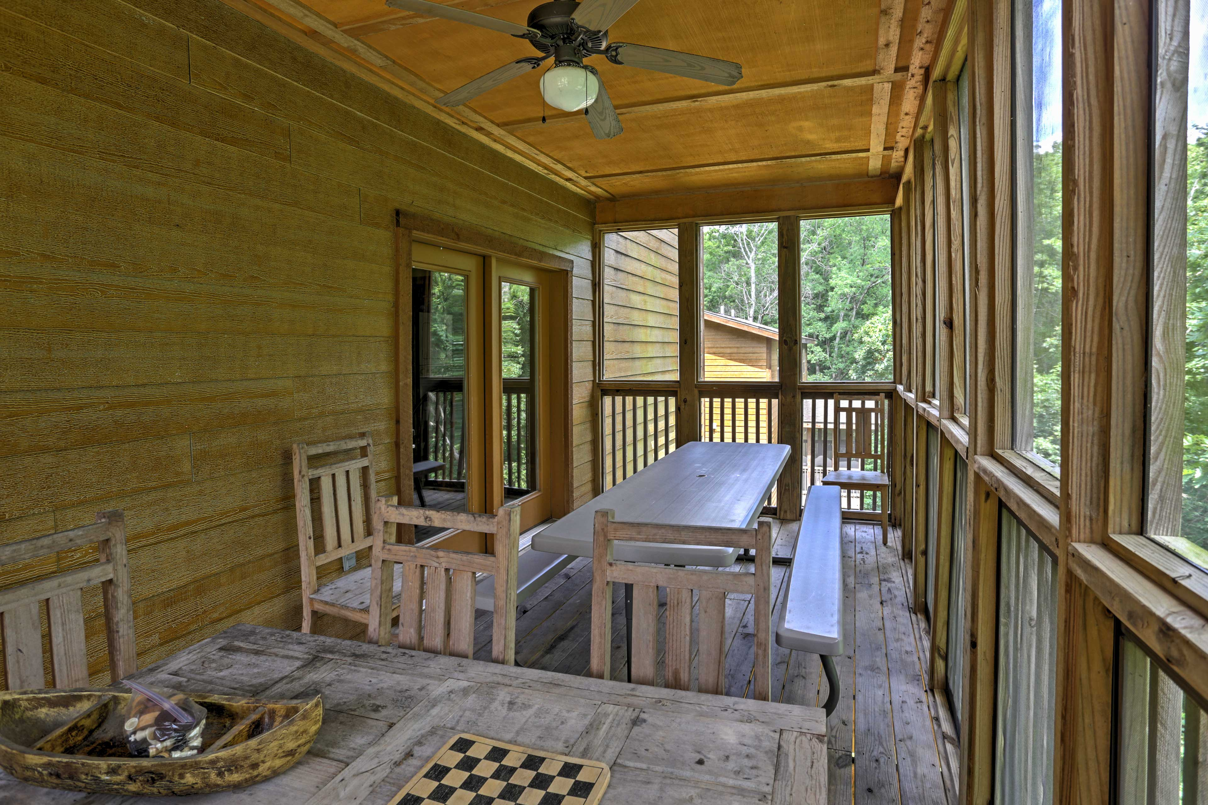 Screened-In Porch | Outdoor Dining Table | Games