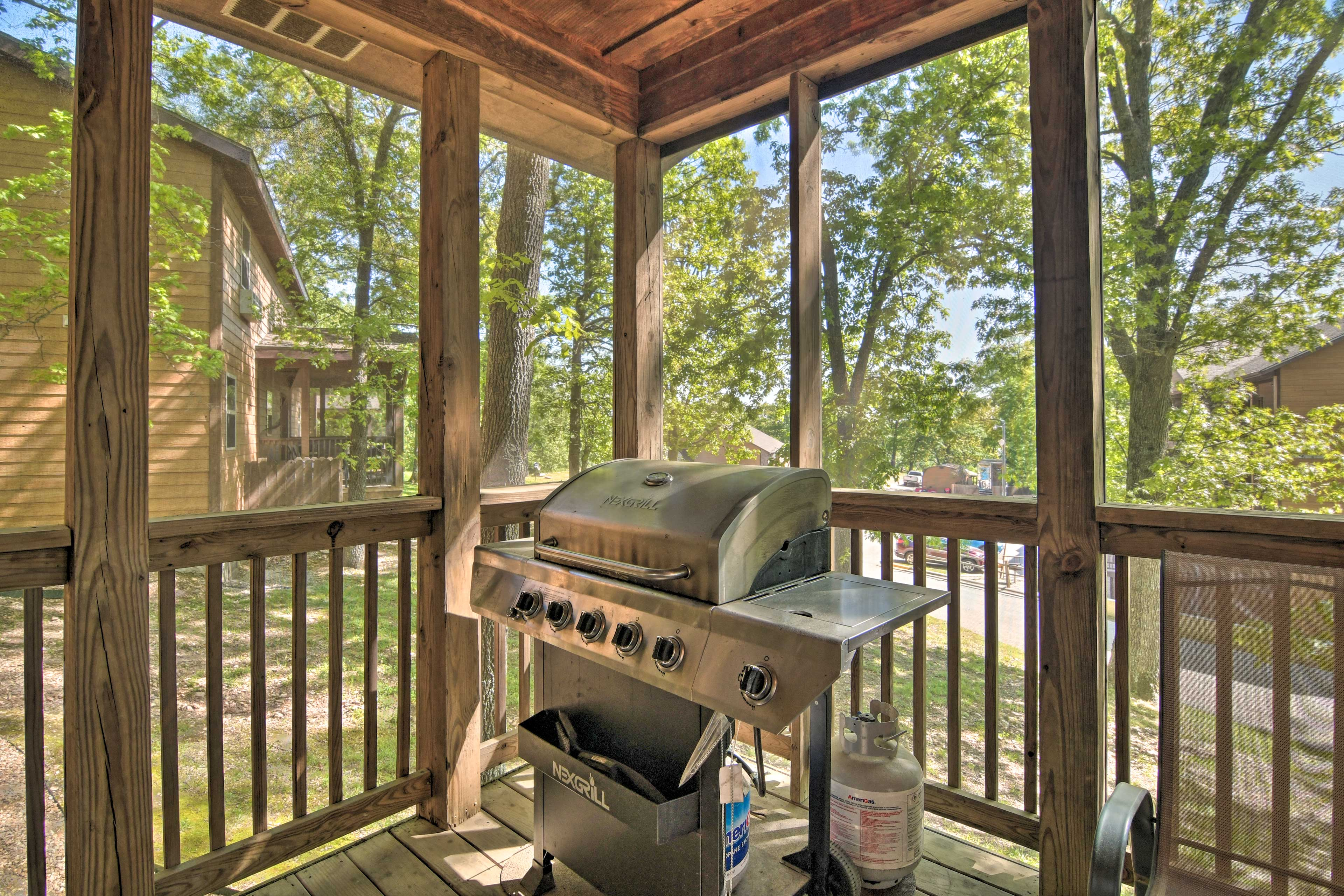 Screened-In Porch   Gas Grill