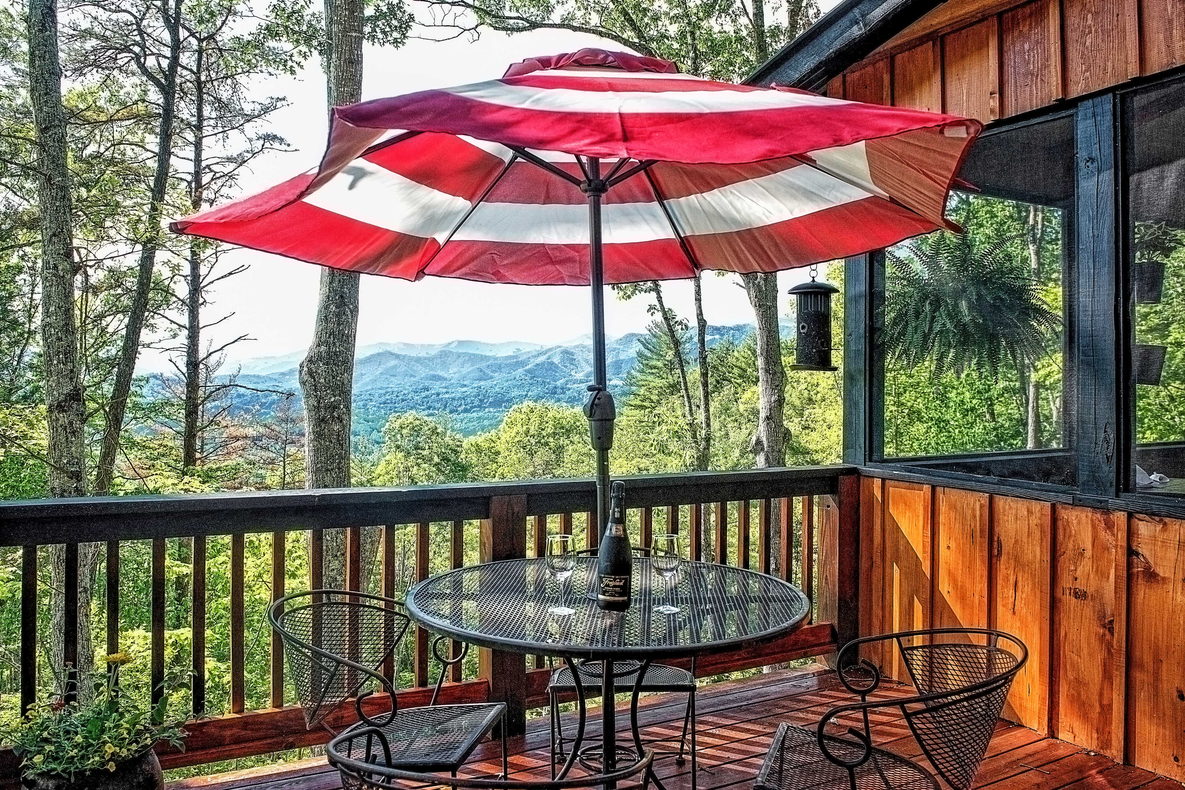 There's an additional dining deck with a table.