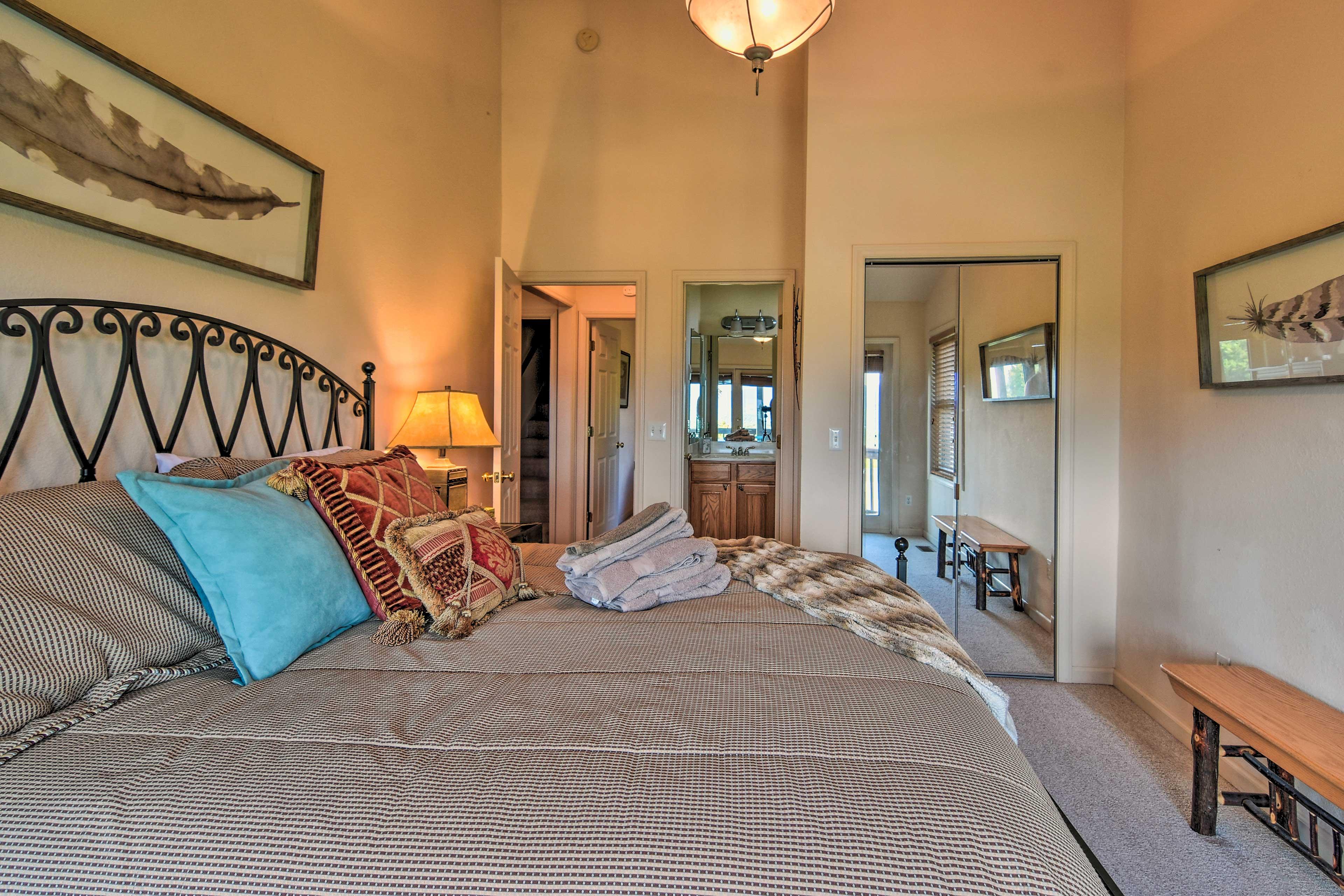 En-suite bathrooms make it easy to wake up & wash up!