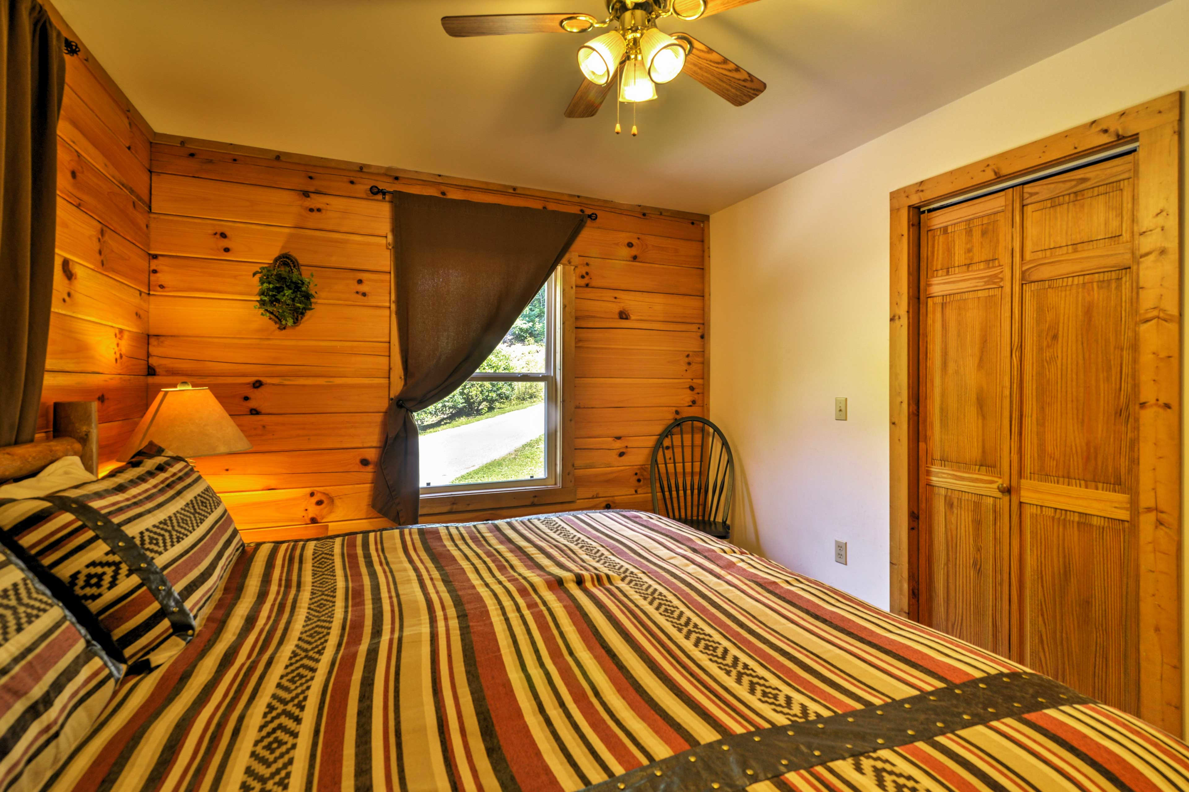 The cabin offers 2 bedrooms, 1 bathroom and accommodations for 4.