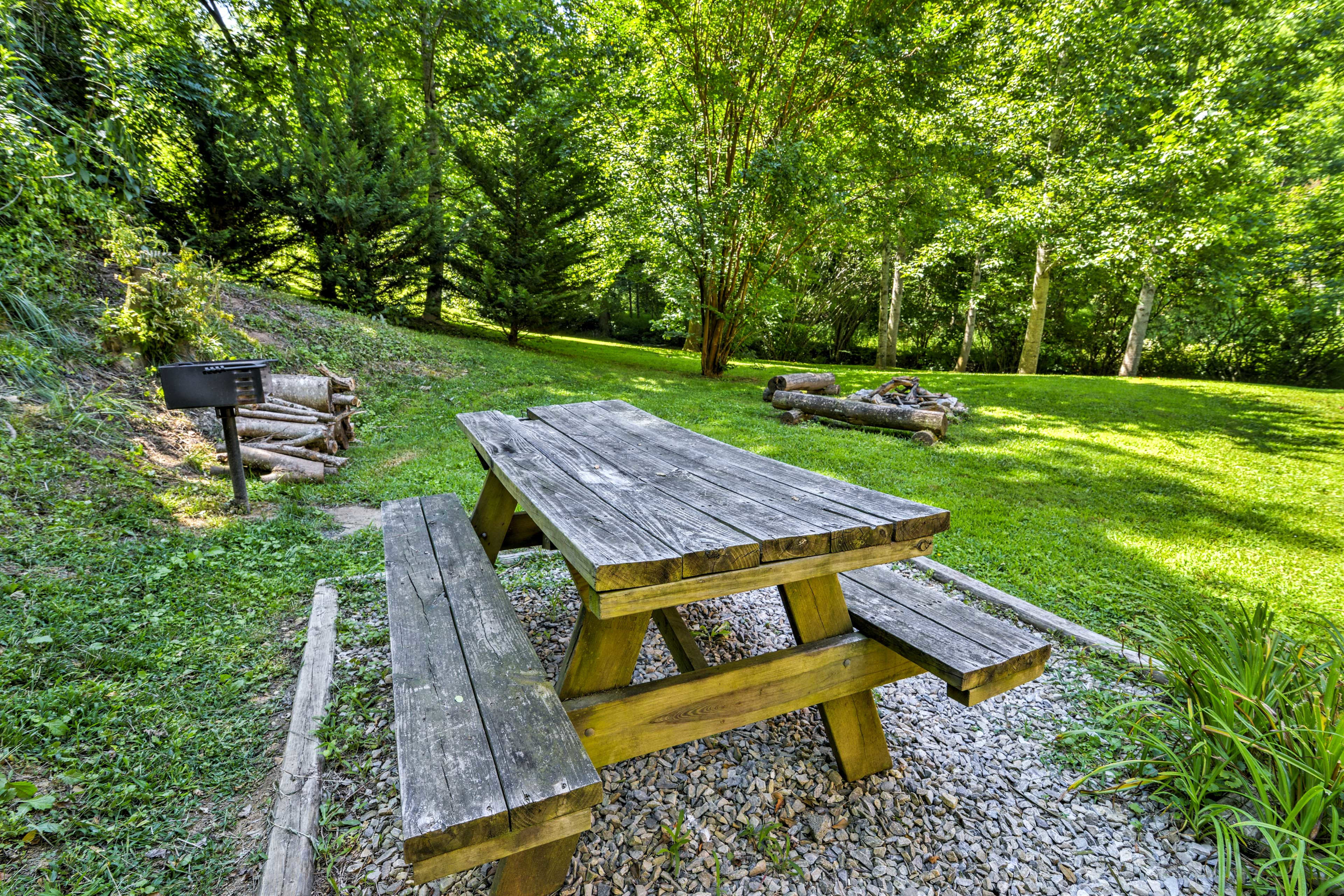 Gather around the picnic table to enjoy a meal with a view!