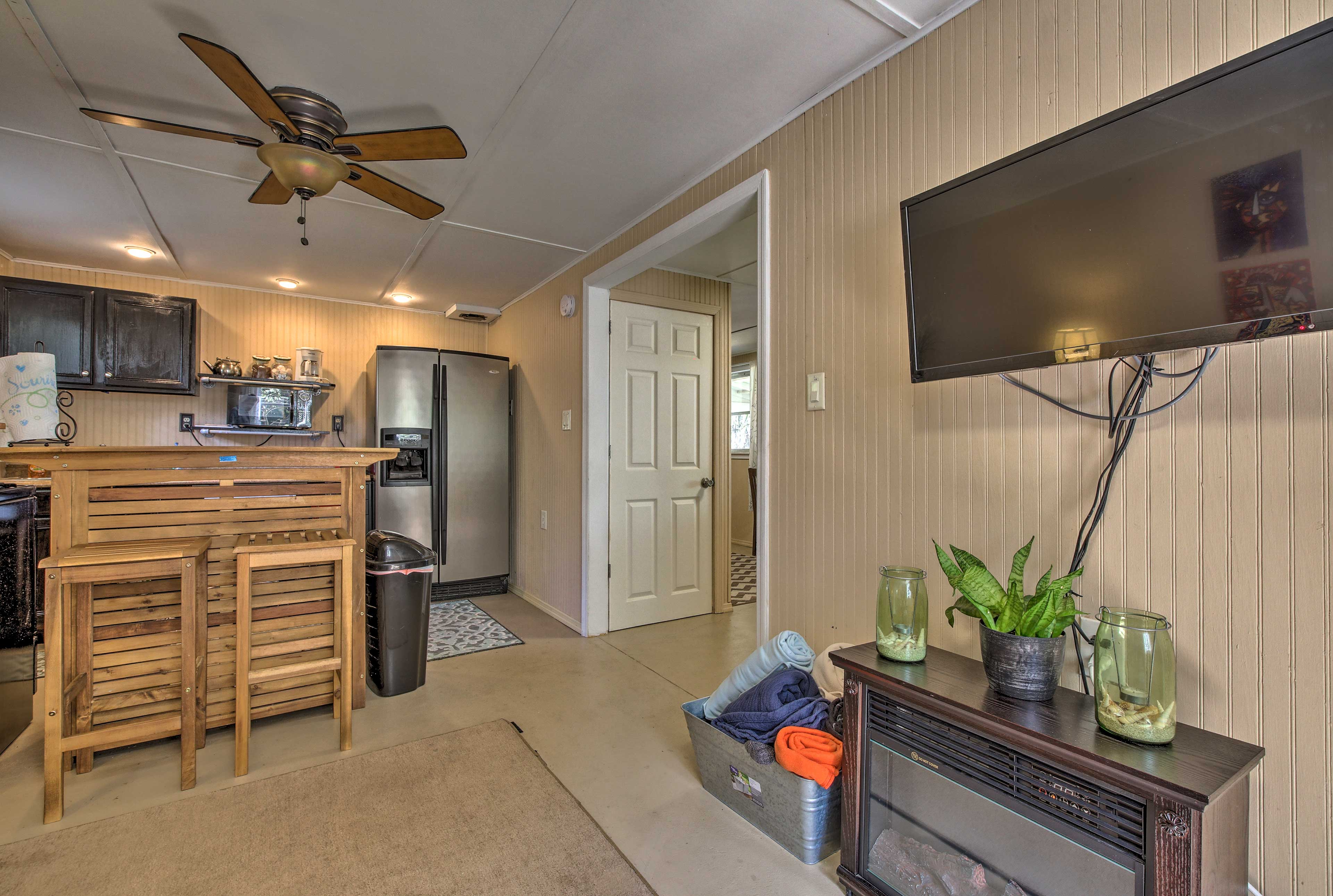 The open common space has all the comforts of home!