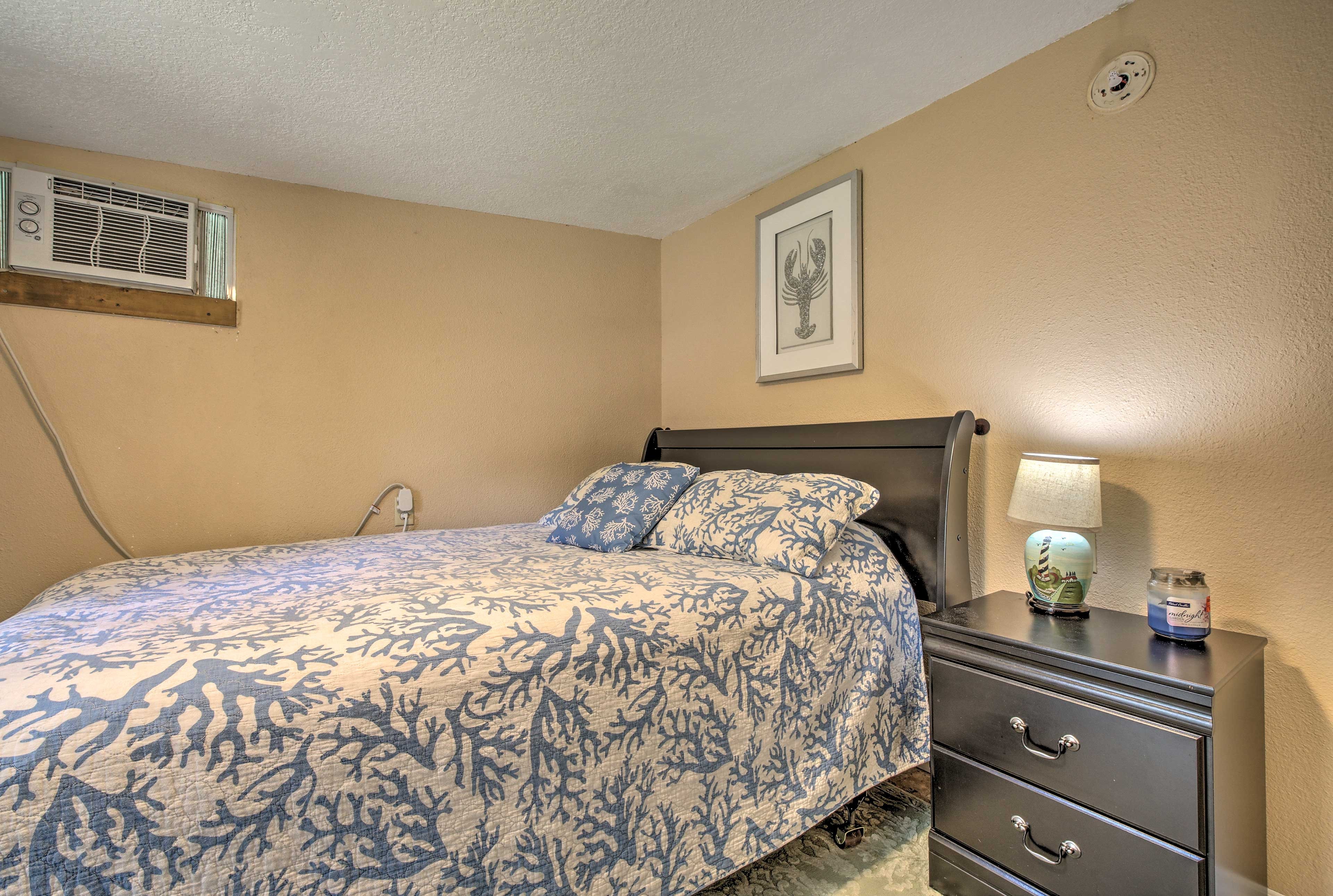 You'll sleep well at night on the comfortable queen-sized bed.