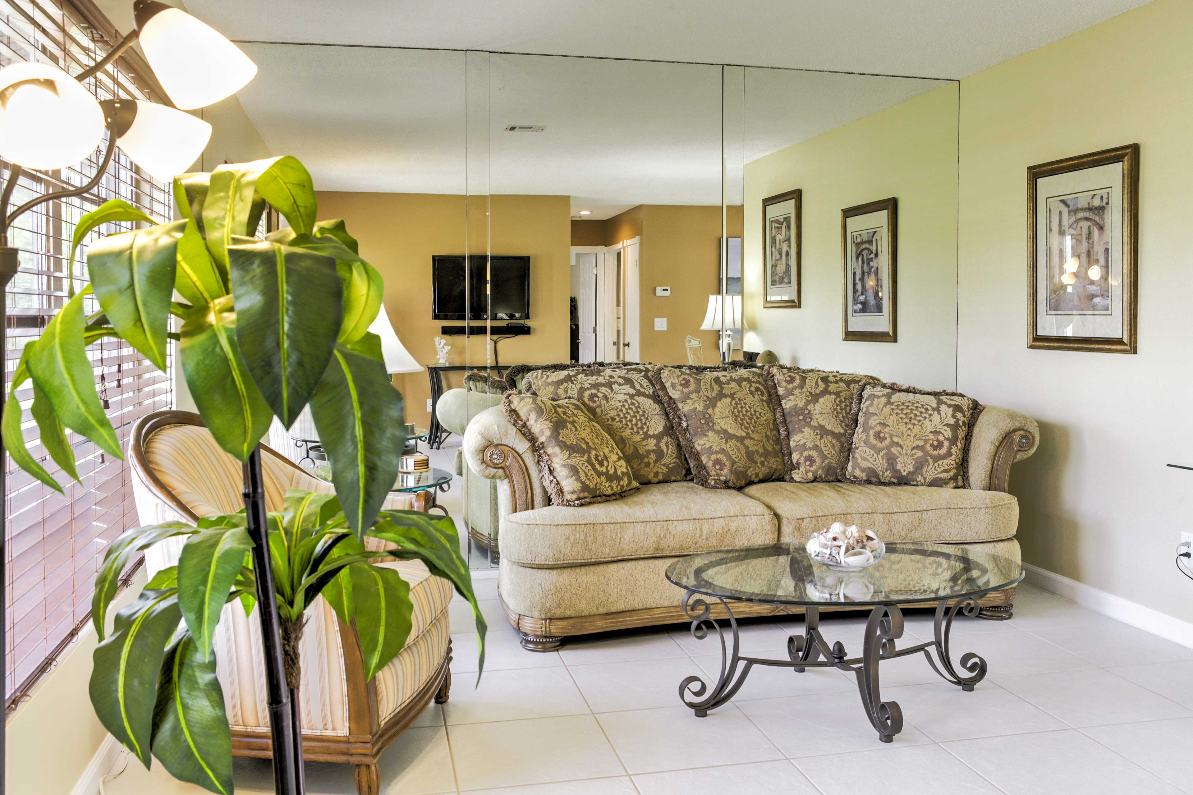 Sink into the sofa in the living room and watch your shows on the flat-screen TV.