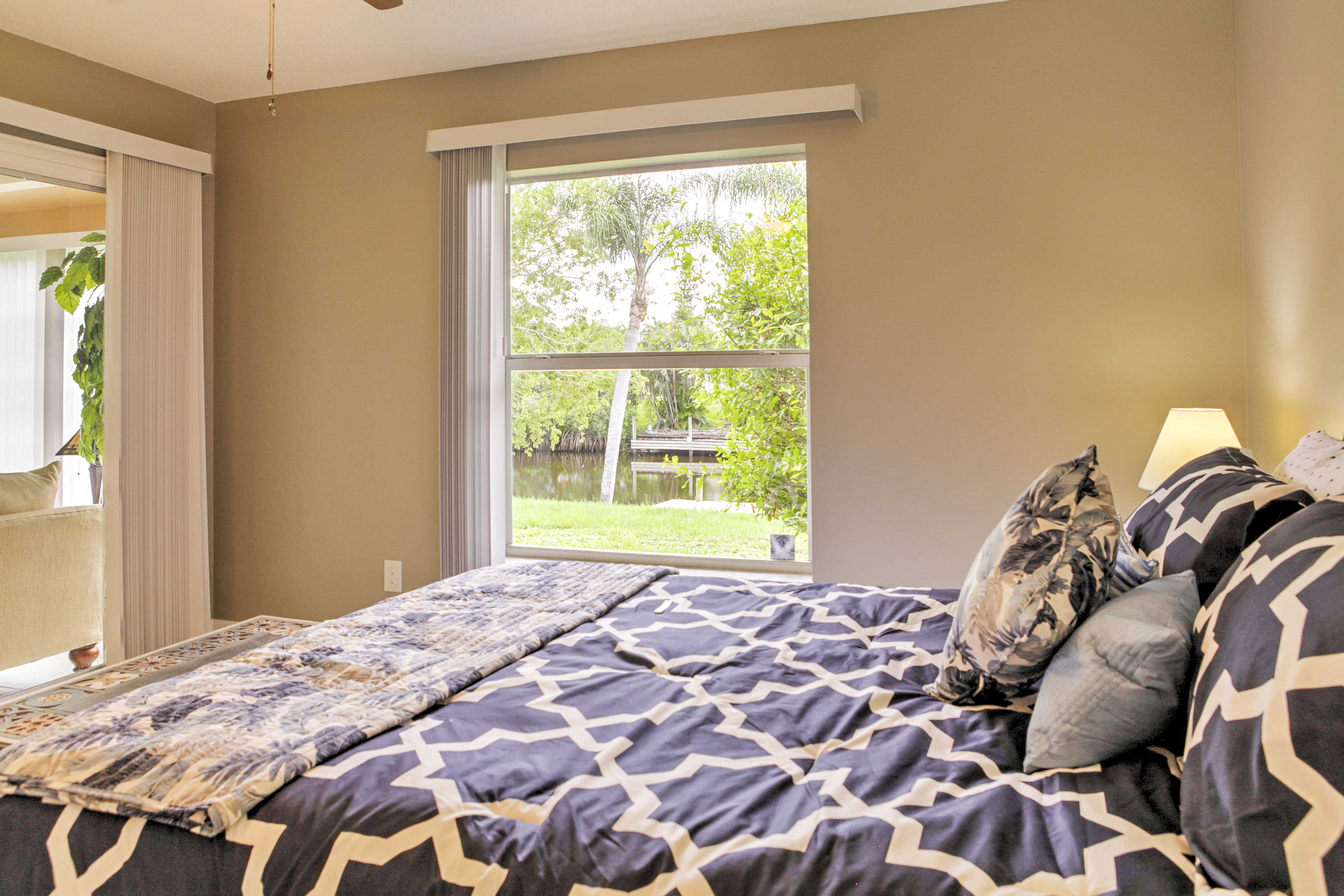 Wake up to views of the river!