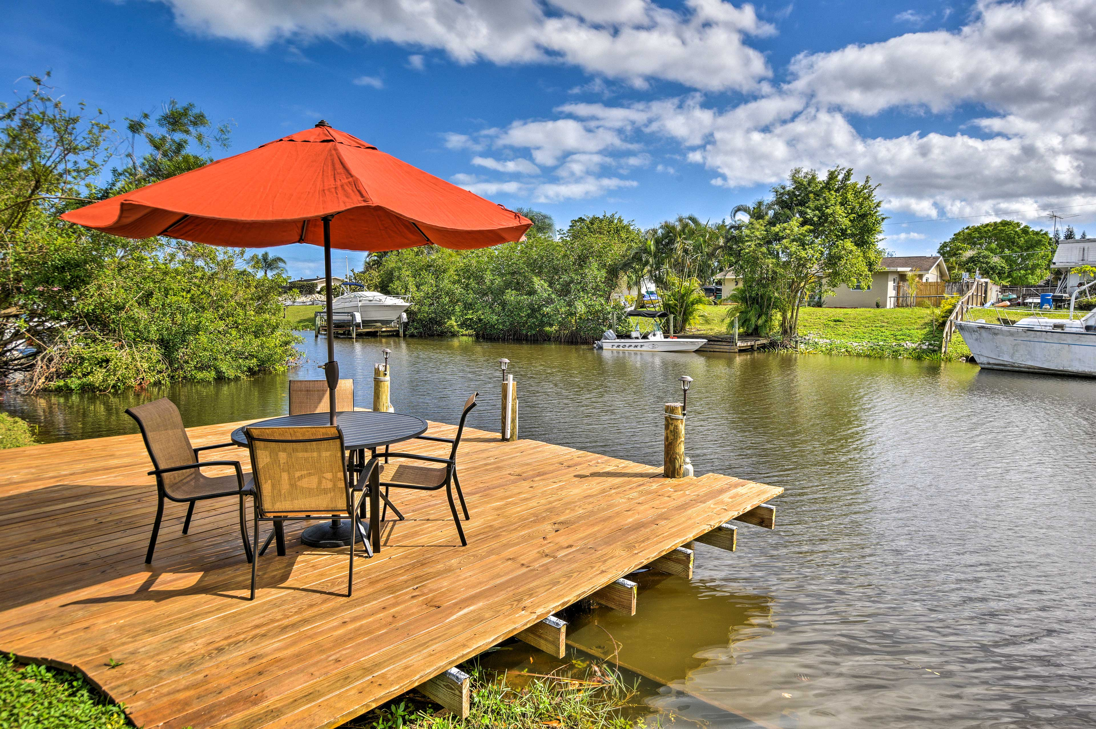 Bring your loved ones for an unforgettable escape along the St. Lucie River!