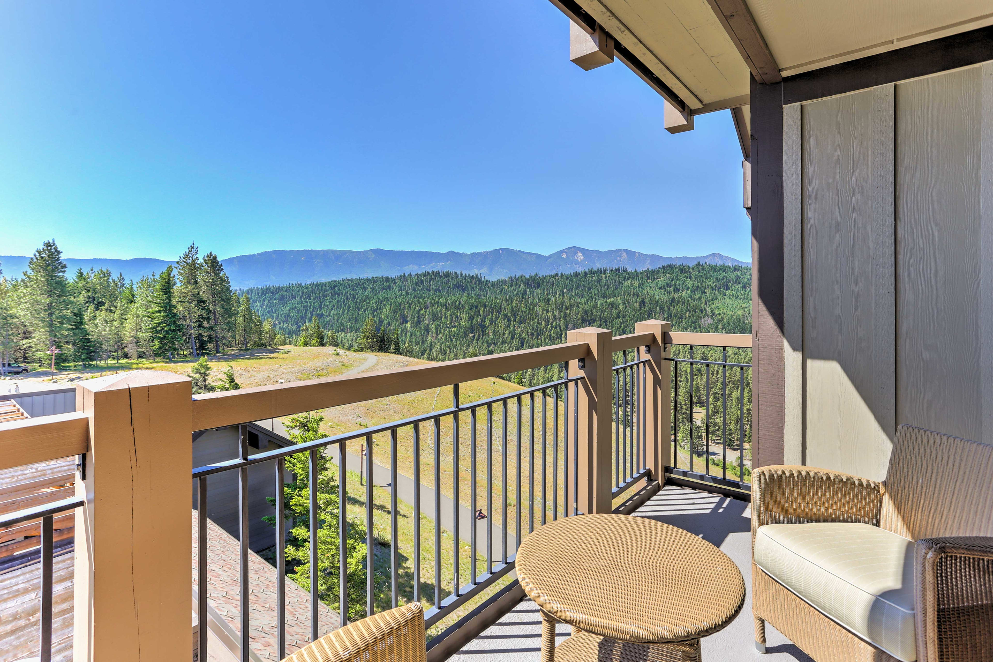 Experience the beauty of Cle Elum from this vacation rental condo!