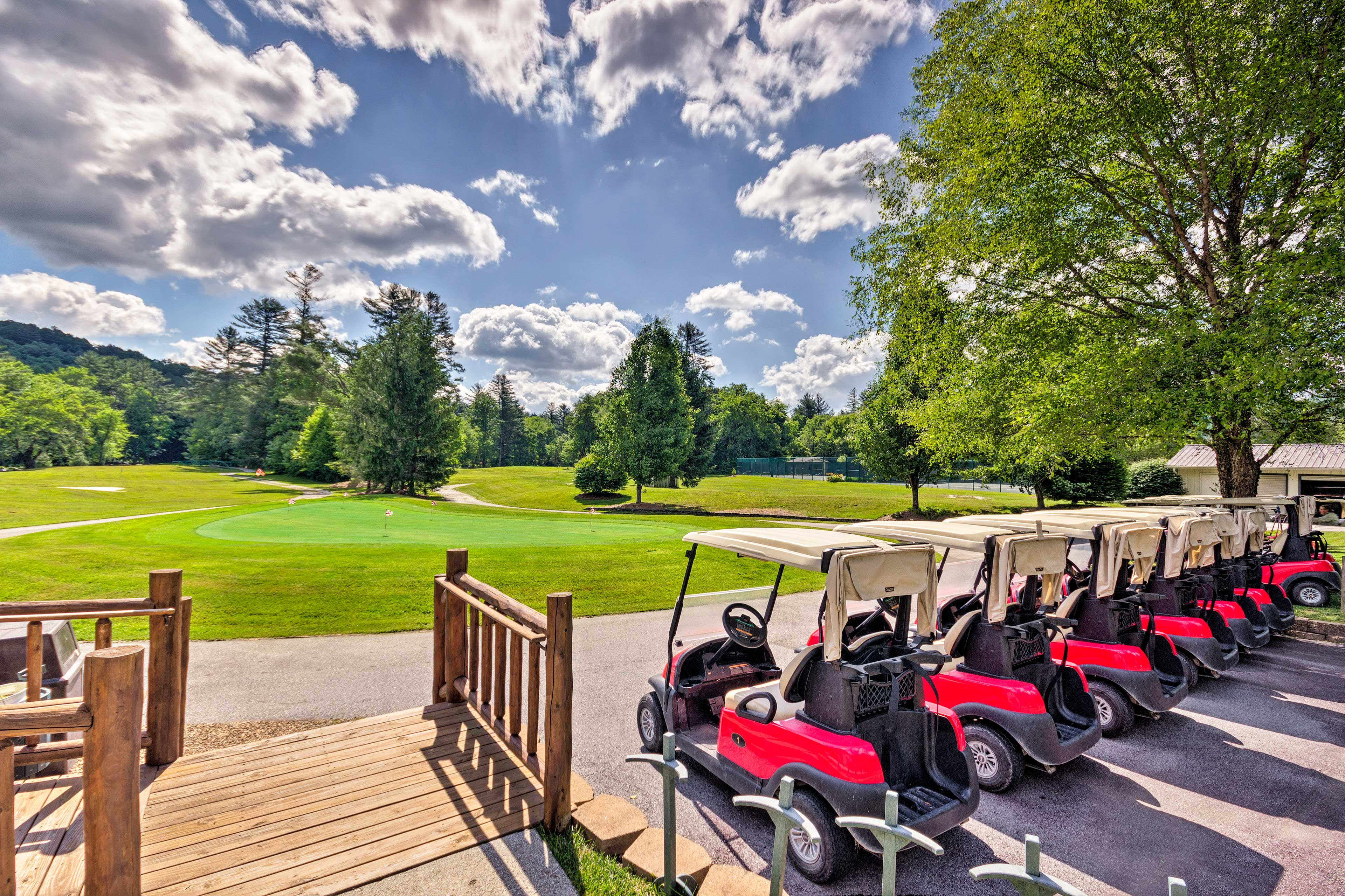 Resort Amenities (w/ Additional Fee) | Golf Course
