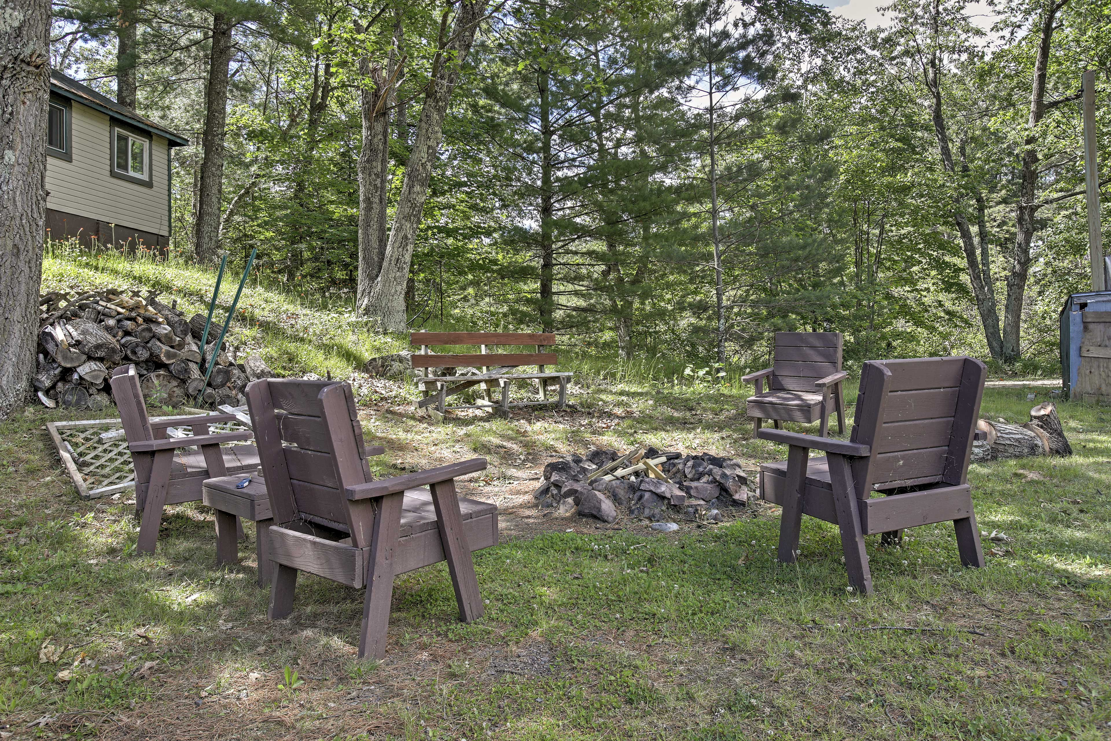 Cabin Exterior | Fire Pit