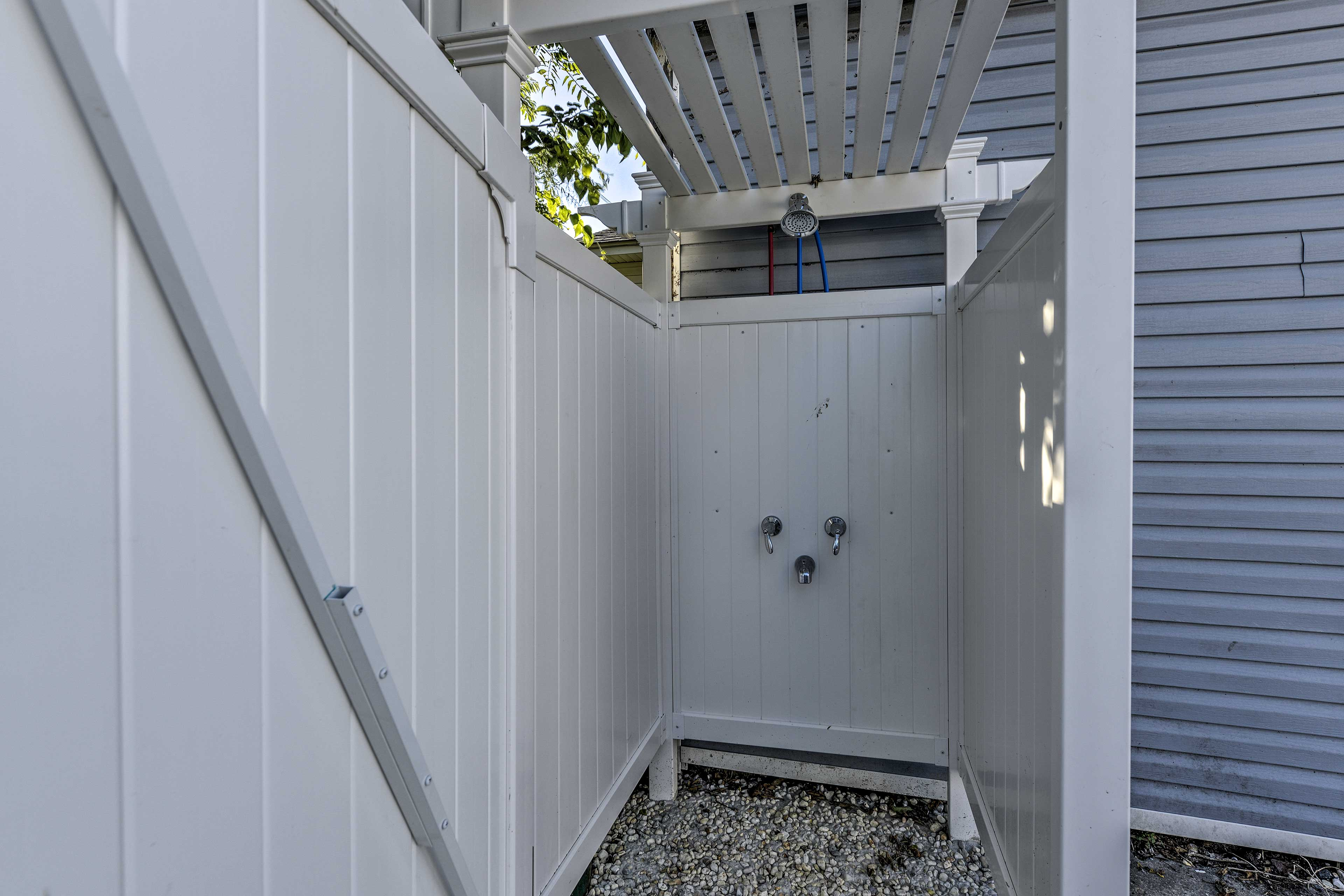 The outdoor shower is so convenient!