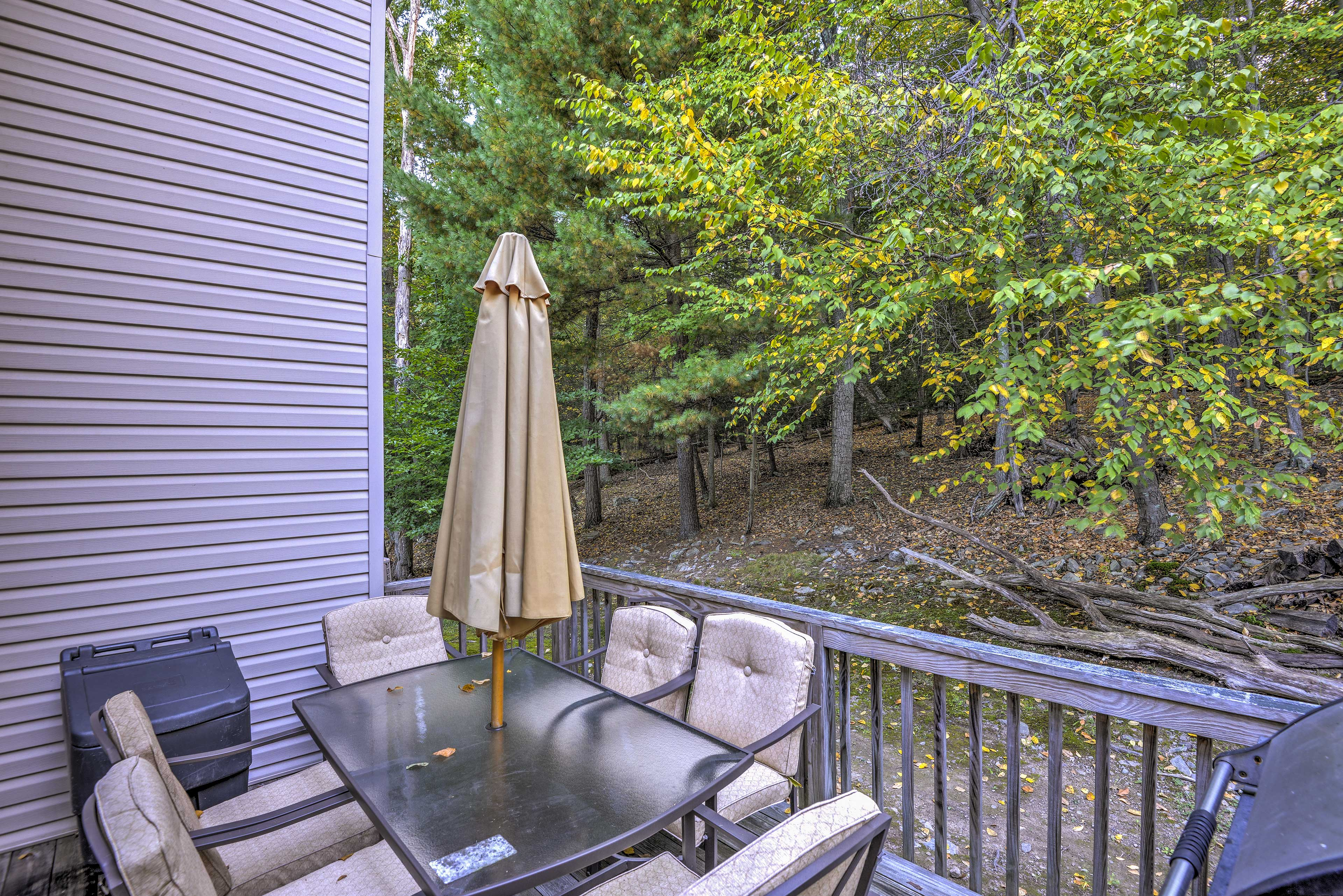 Private Deck   Furnished   Wooded Views