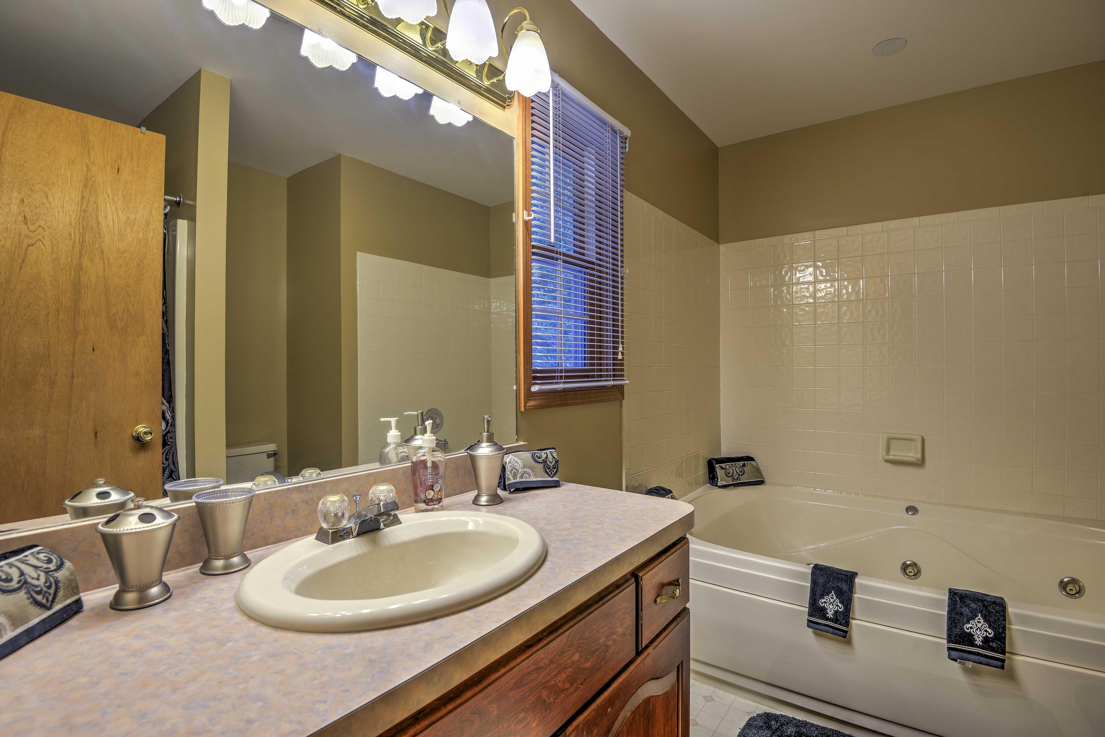 En-suite Bathroom   Jetted Tub