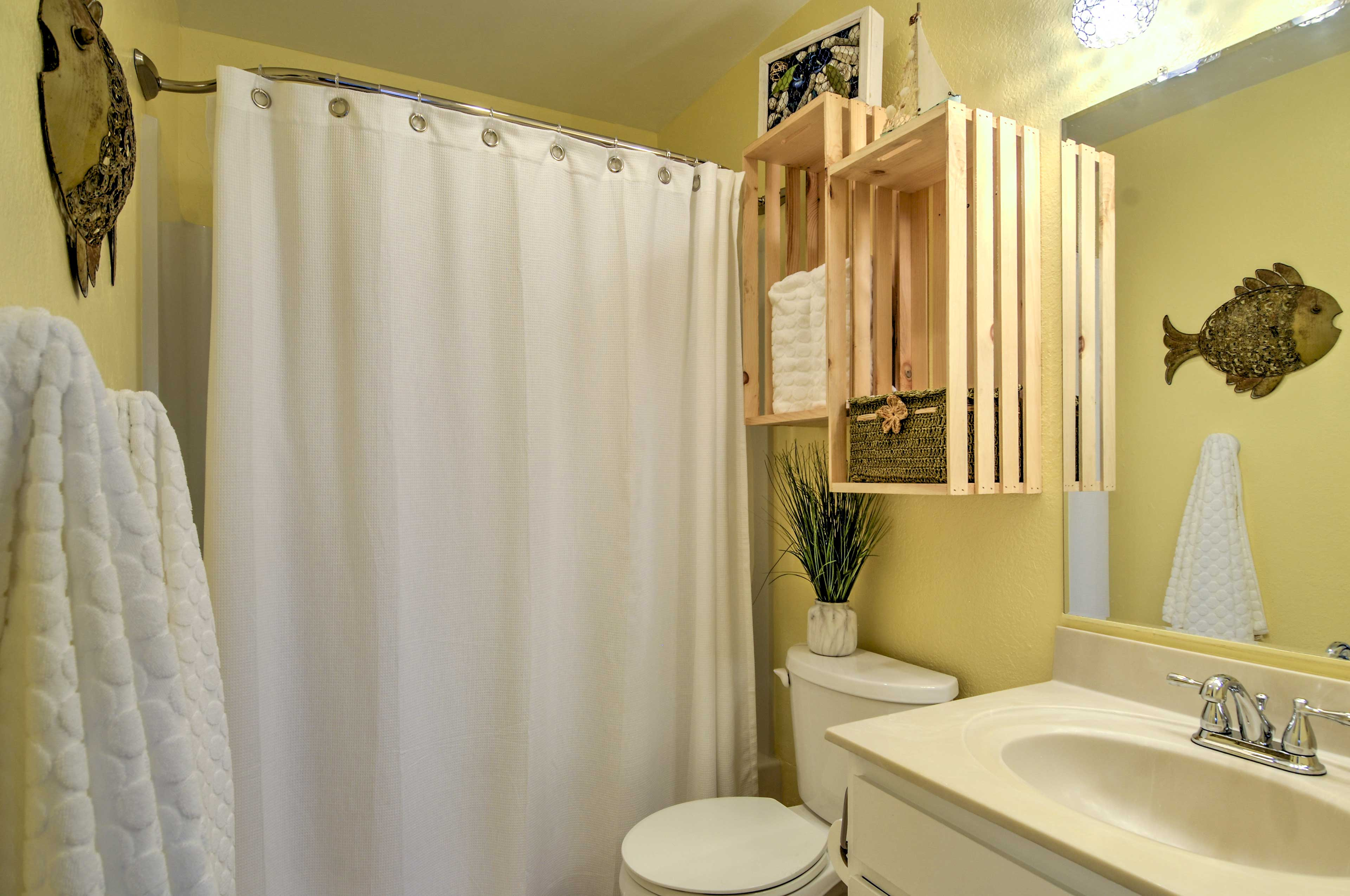 Refresh in the pristine full bathroom, featuring a tub/shower combo.