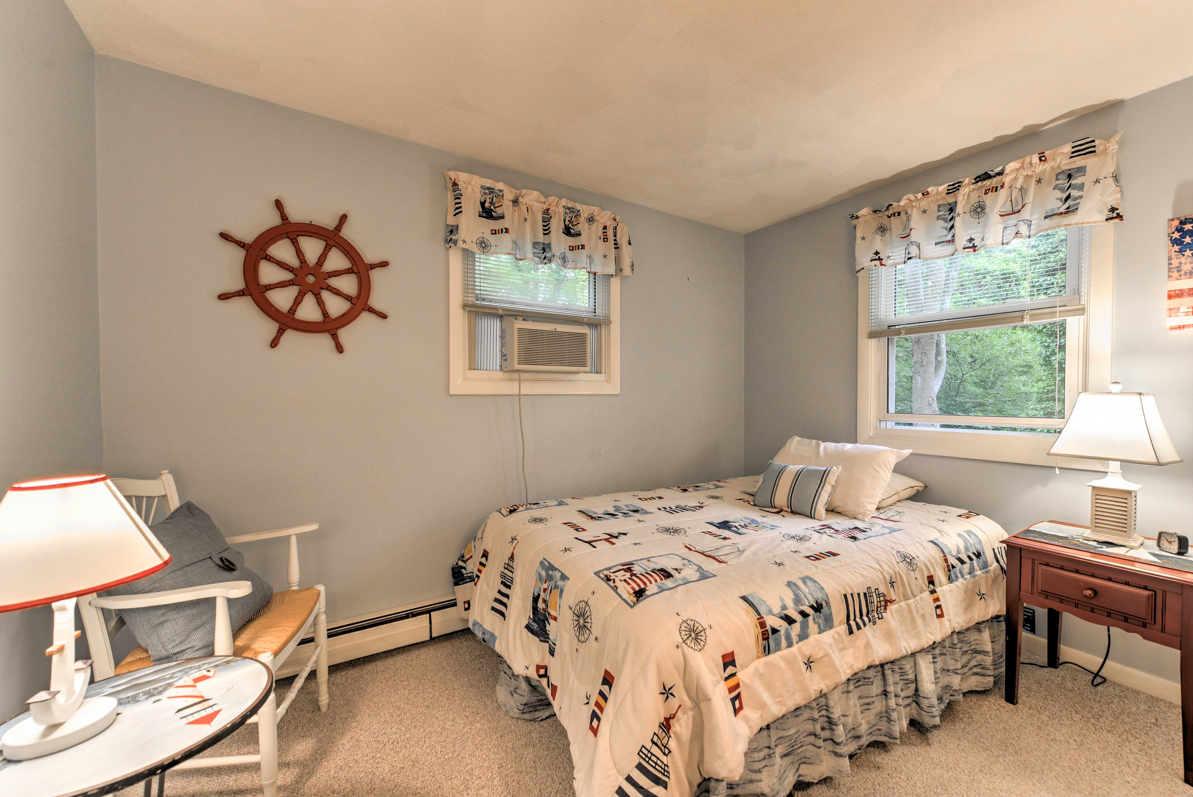 Enjoy restful nights of sleep in this comfortable full bed.
