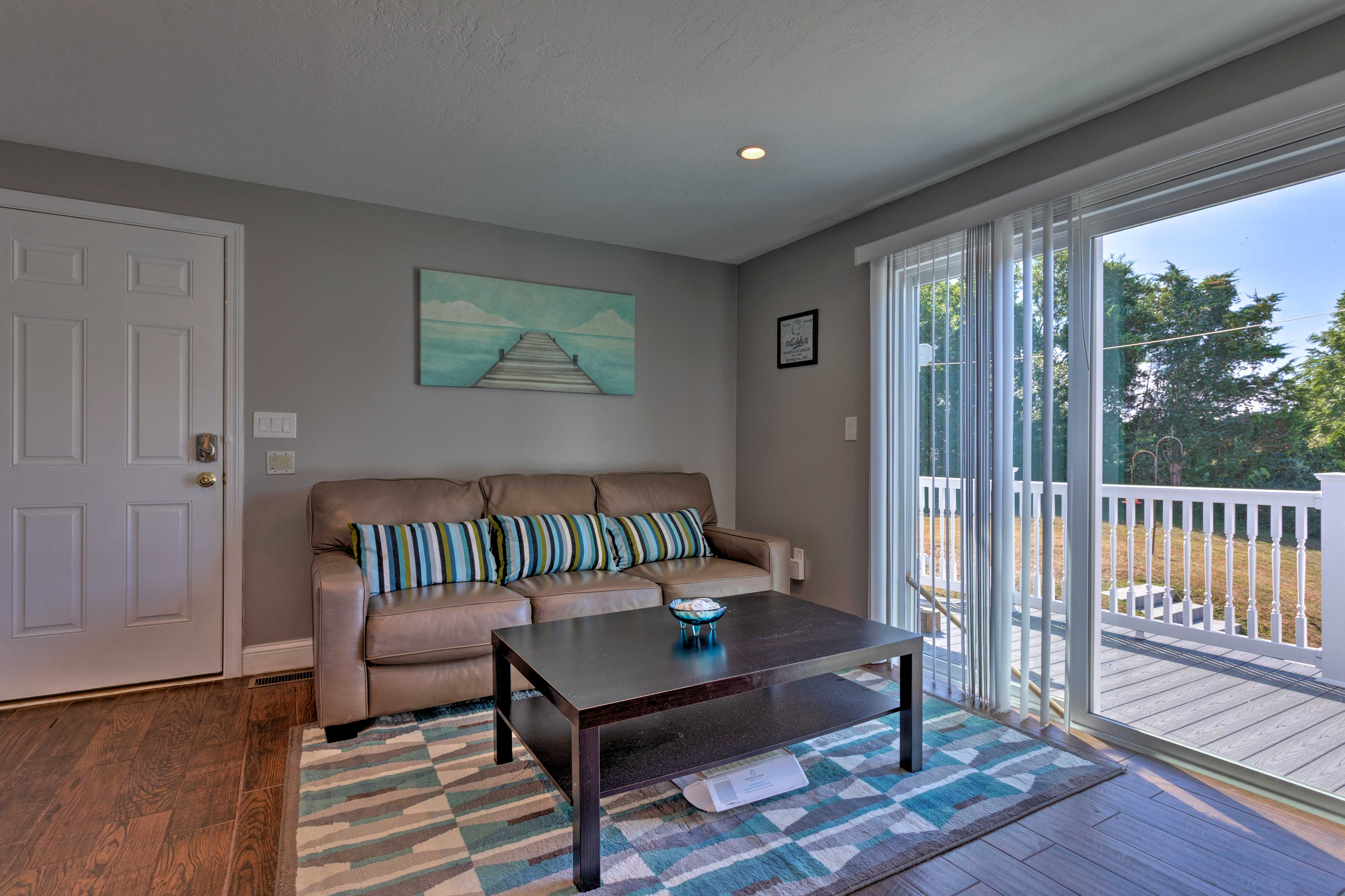 Open up the sliding glass door and feel the fresh breeze!