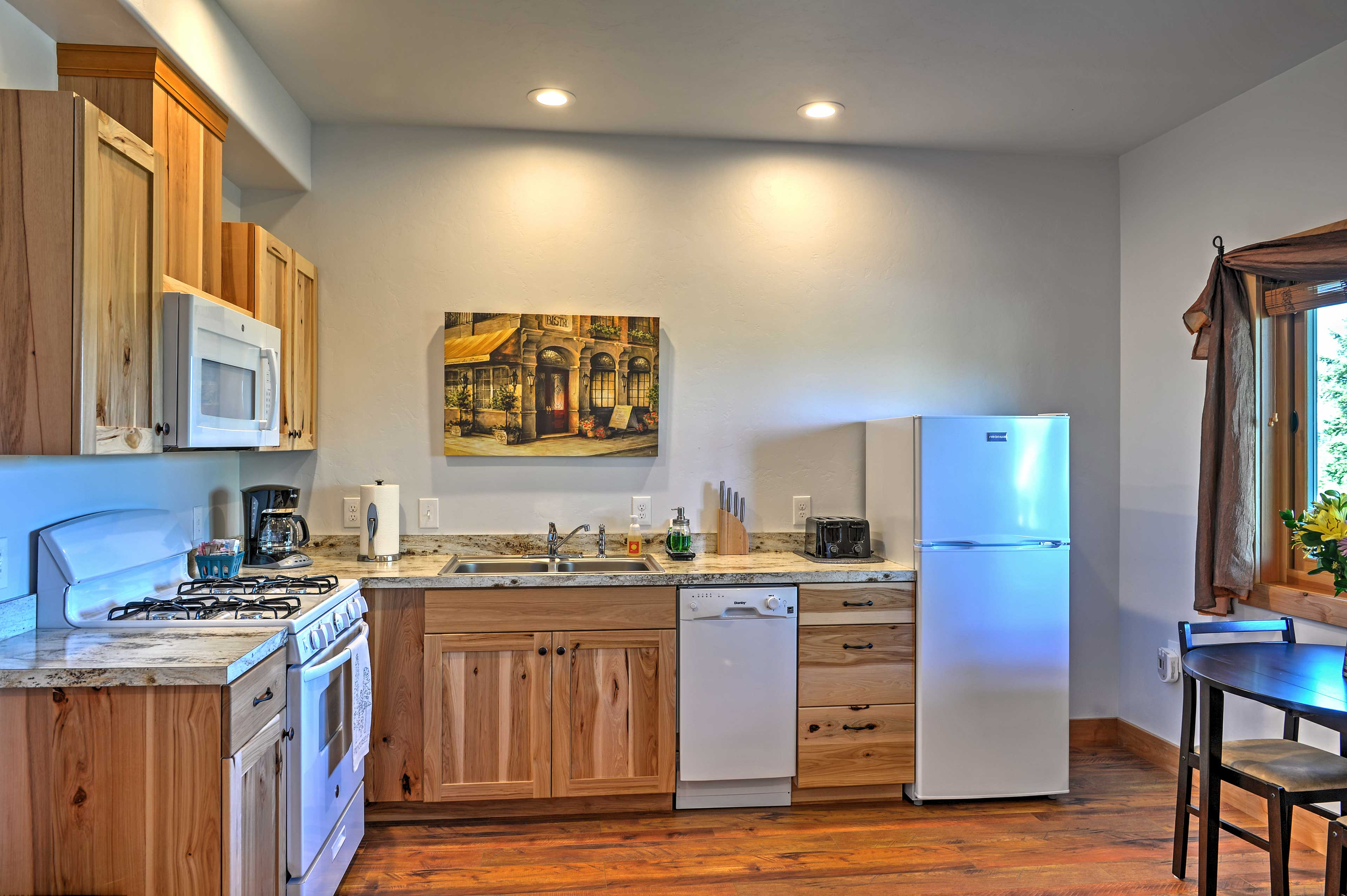 The kitchen features a 2-person dining table.