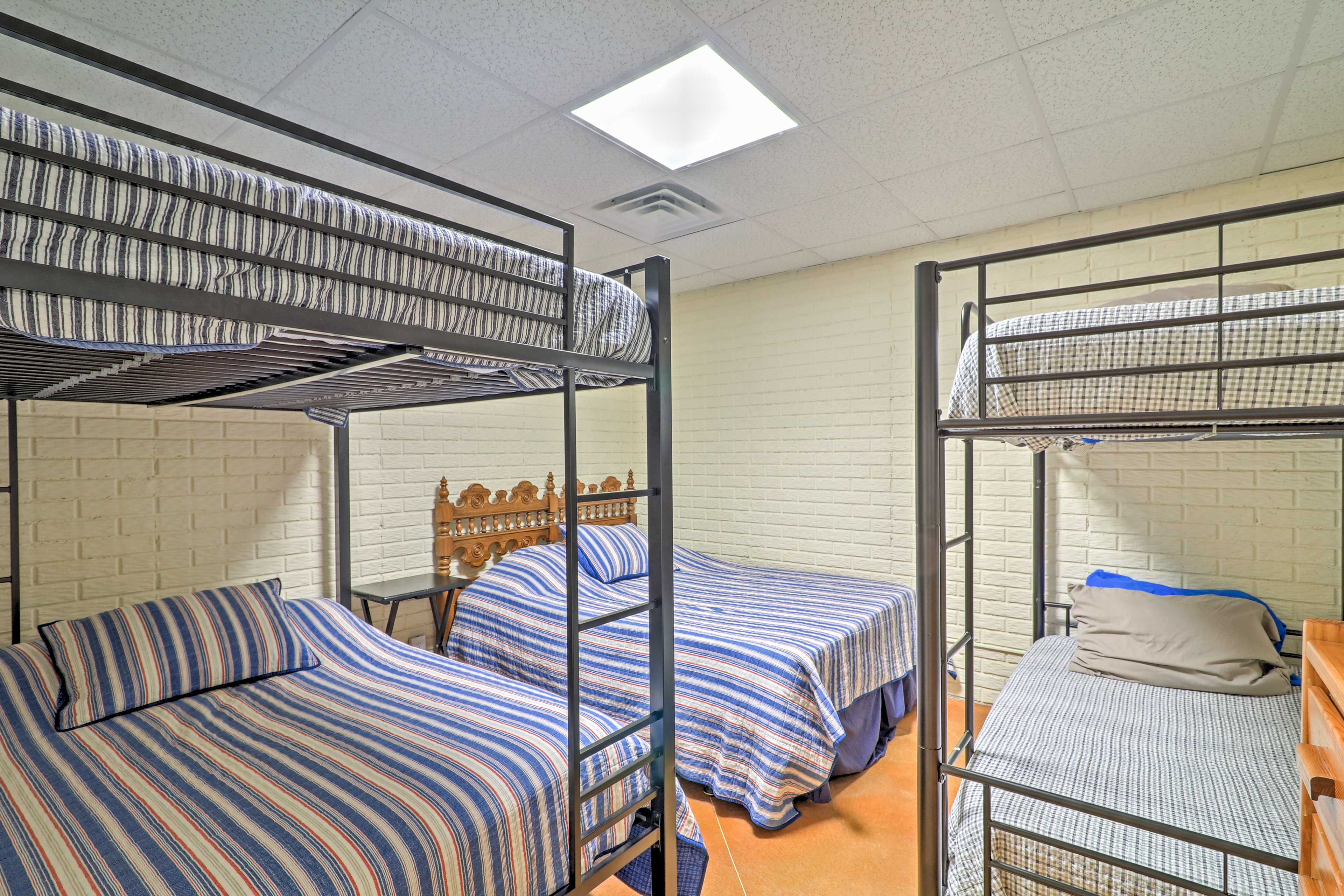 Bedroom 4 | King Bed | Full Bunk Bed | Twin Bunk Bed