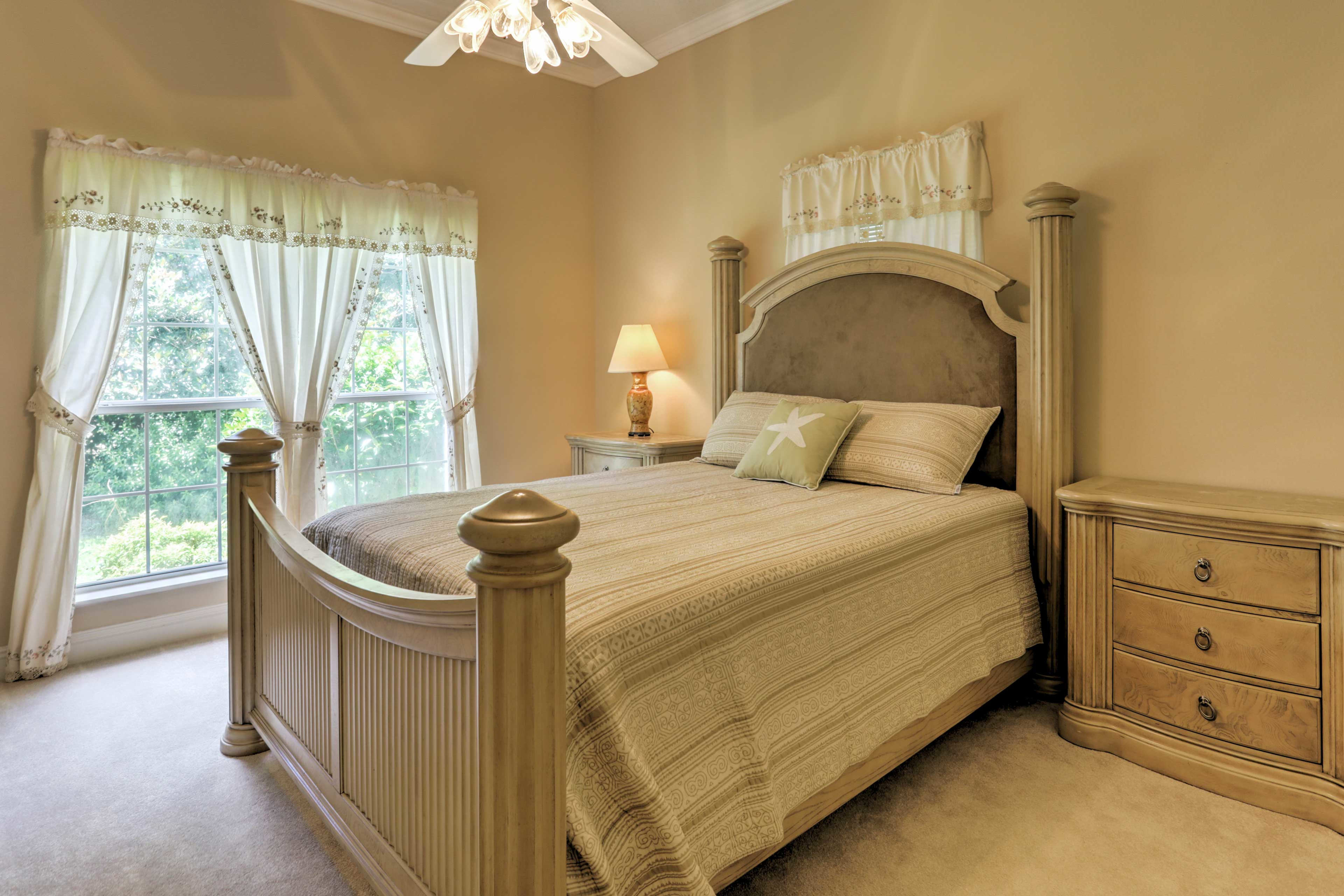 Replenish your energy after an active day in this queen bed.