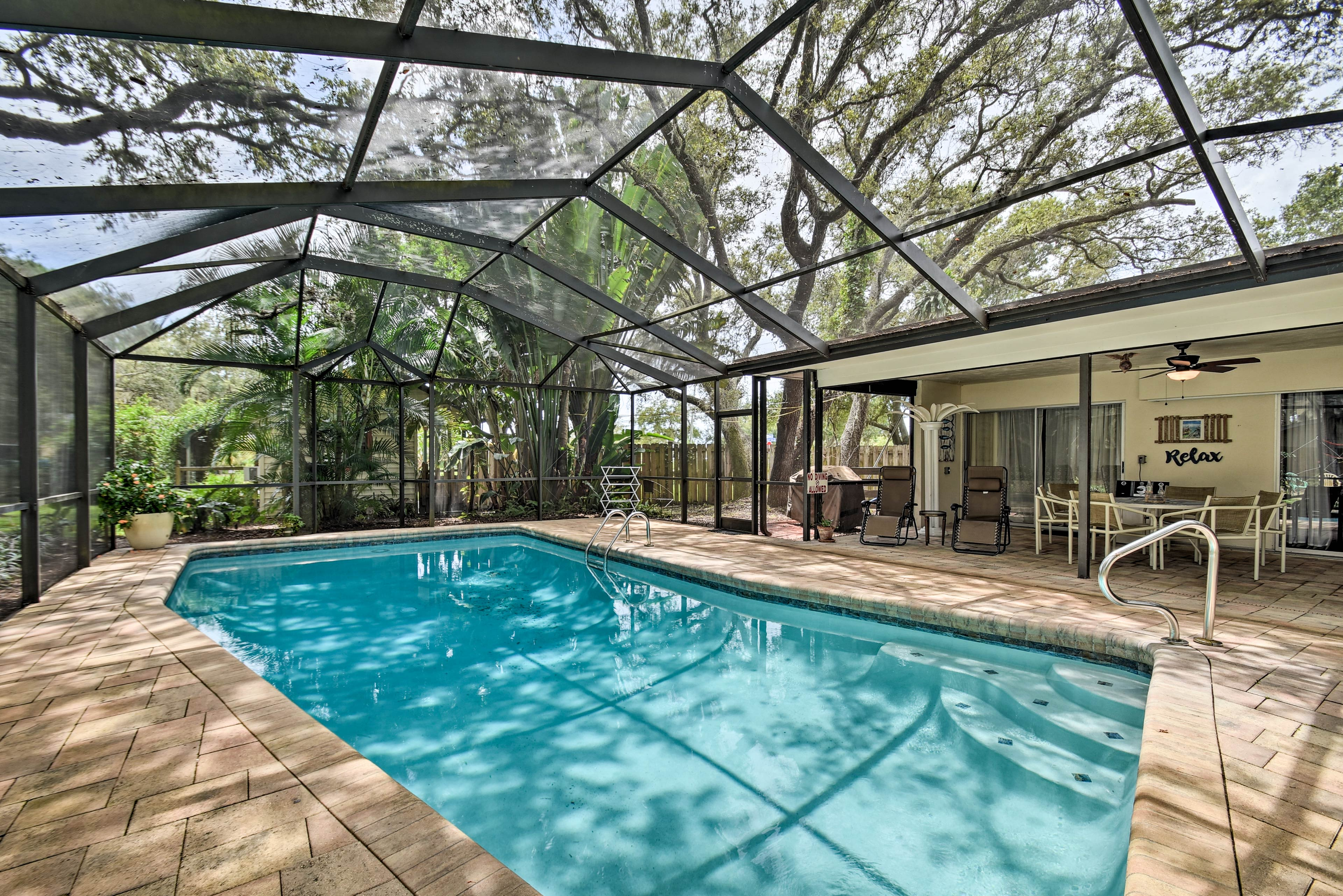Numerous amenities fill the screened-in pool space.