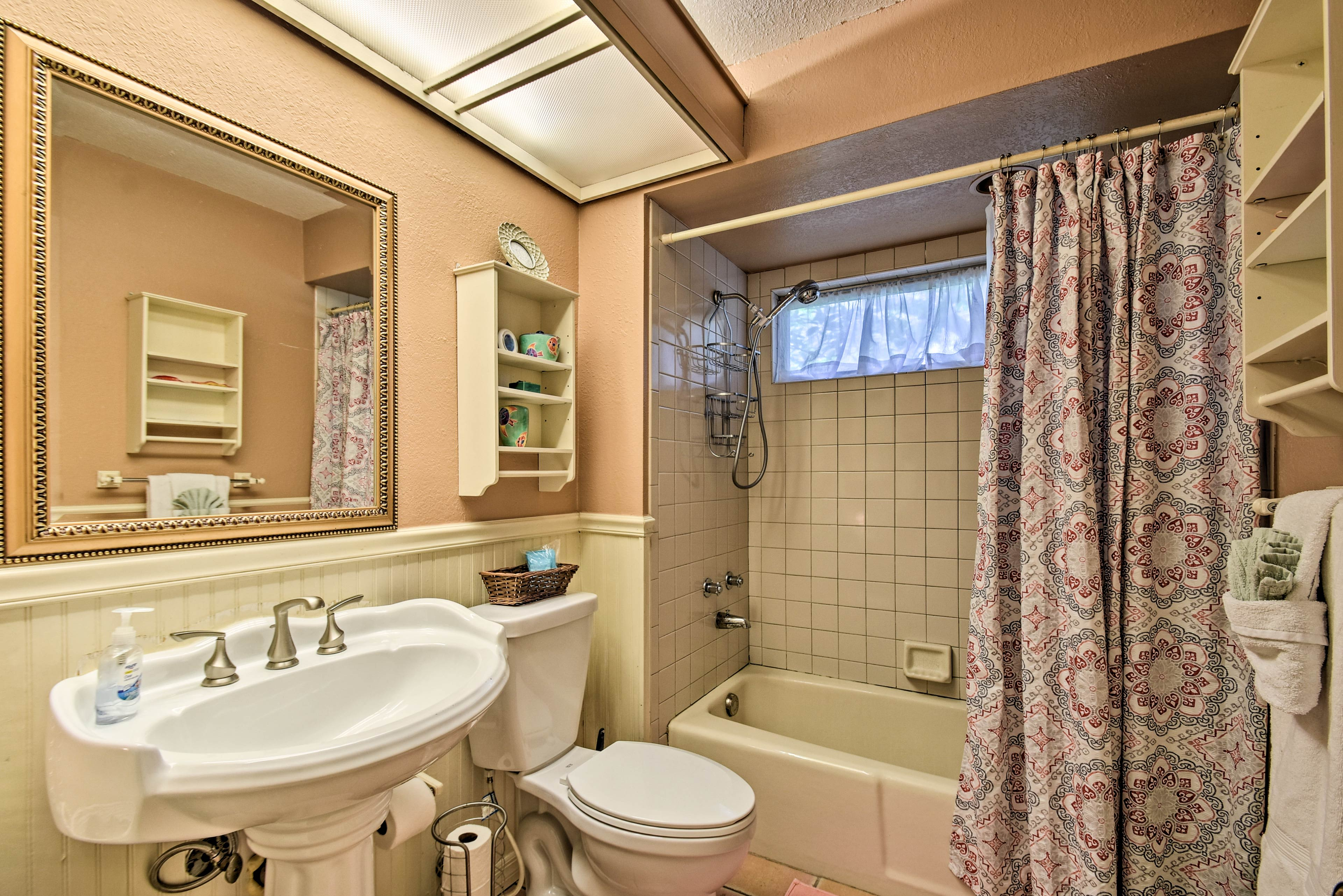 Wash off  in the second bathroom with a shower/tub combo and single vanity.