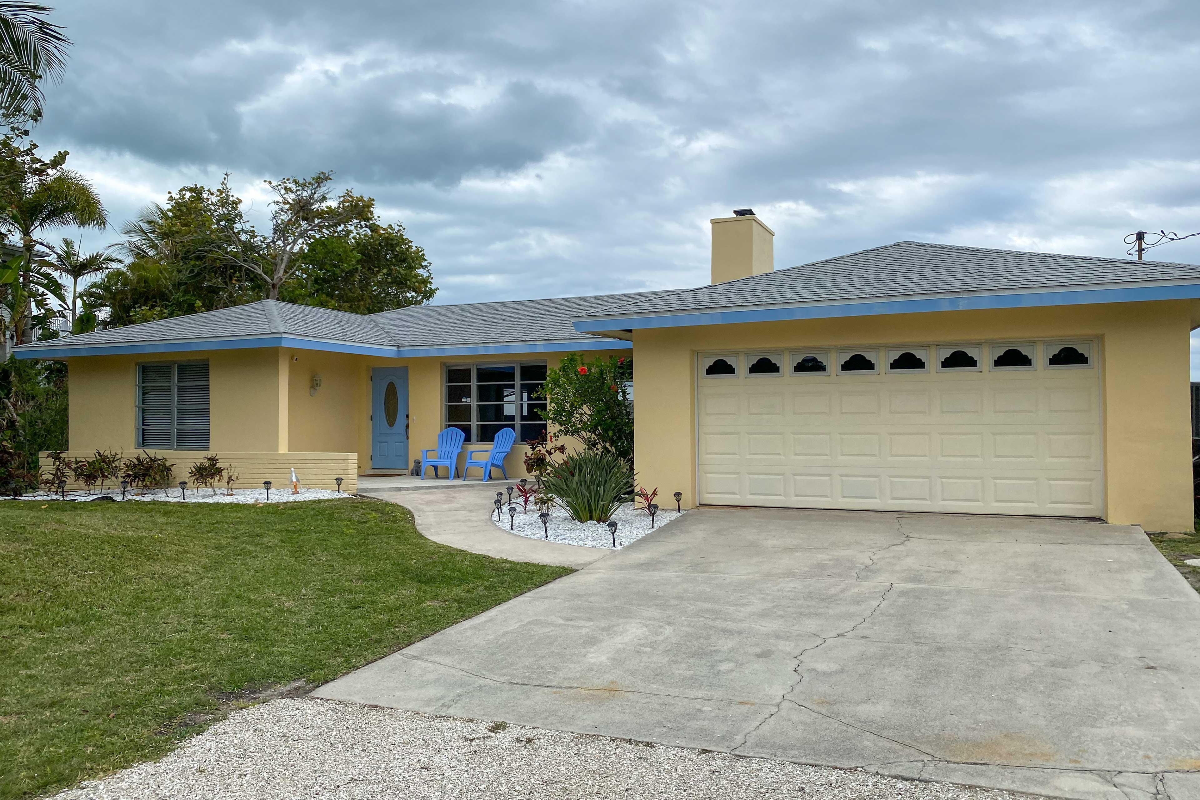 Picture yourself living the good life at this 2-bed, 2-bath vacation rental.