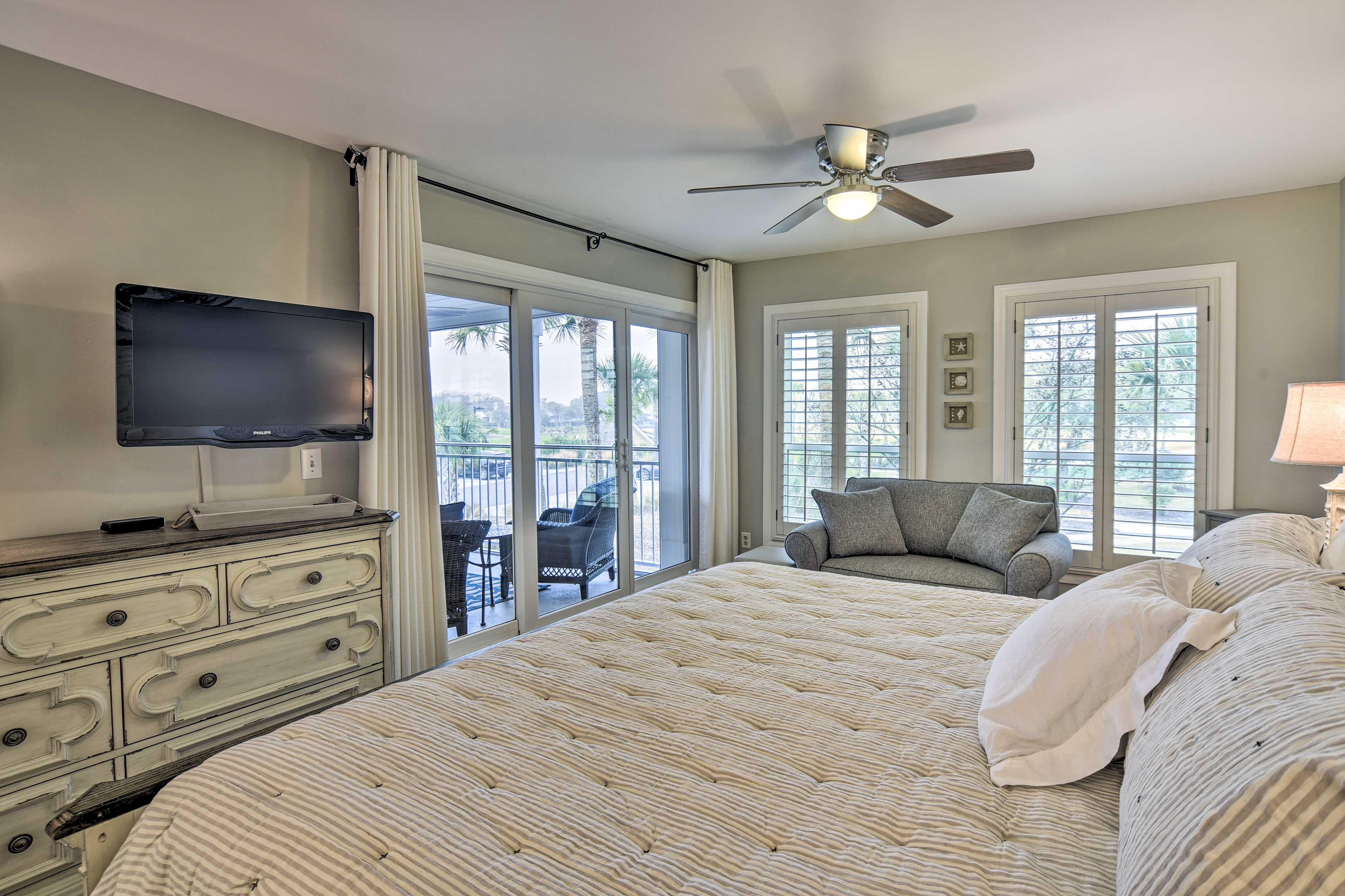 Master Bedroom | Cable TV