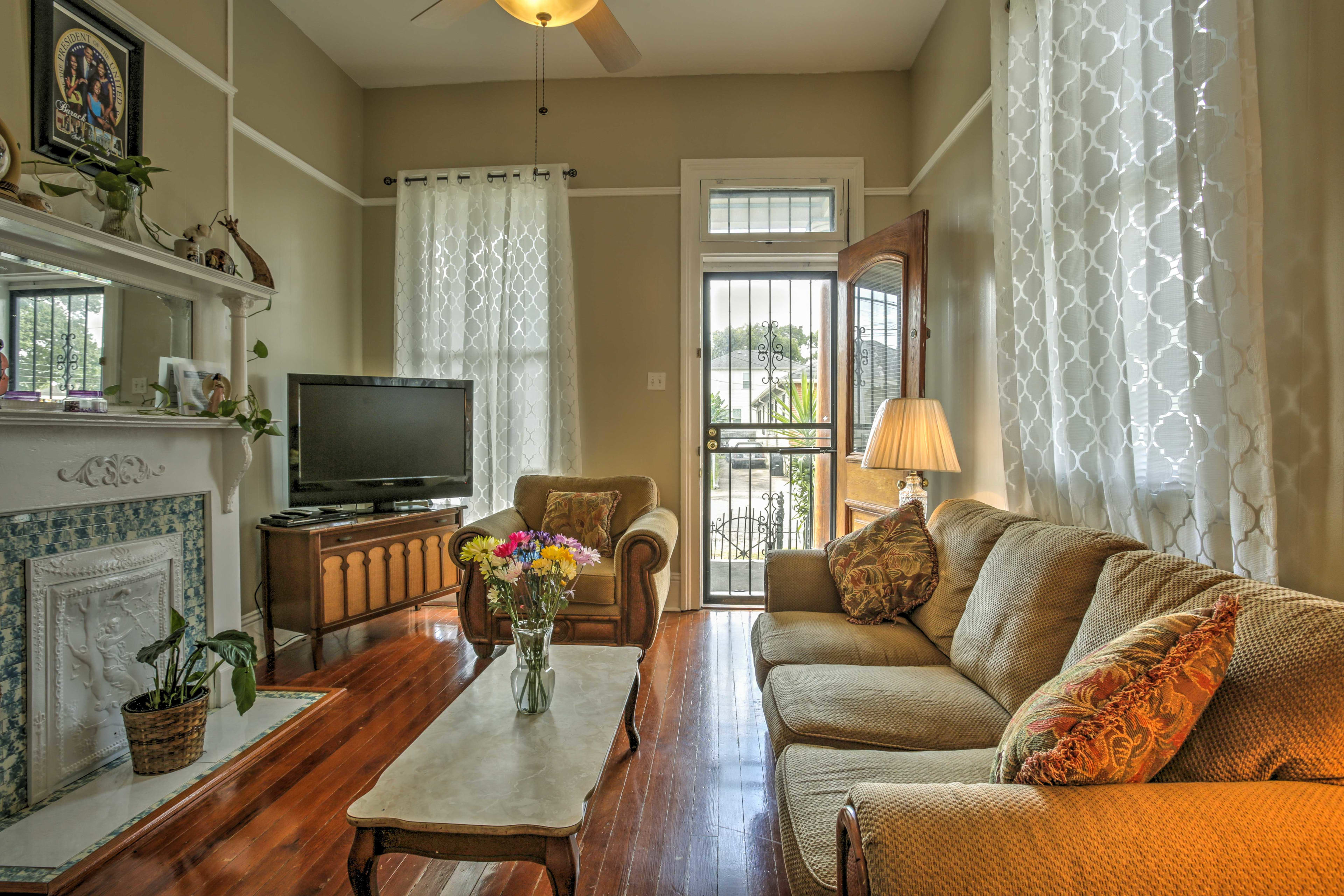 Kick back and relax on the sofa in the living room and watch your favorite shows on the flat-screen cable TV.