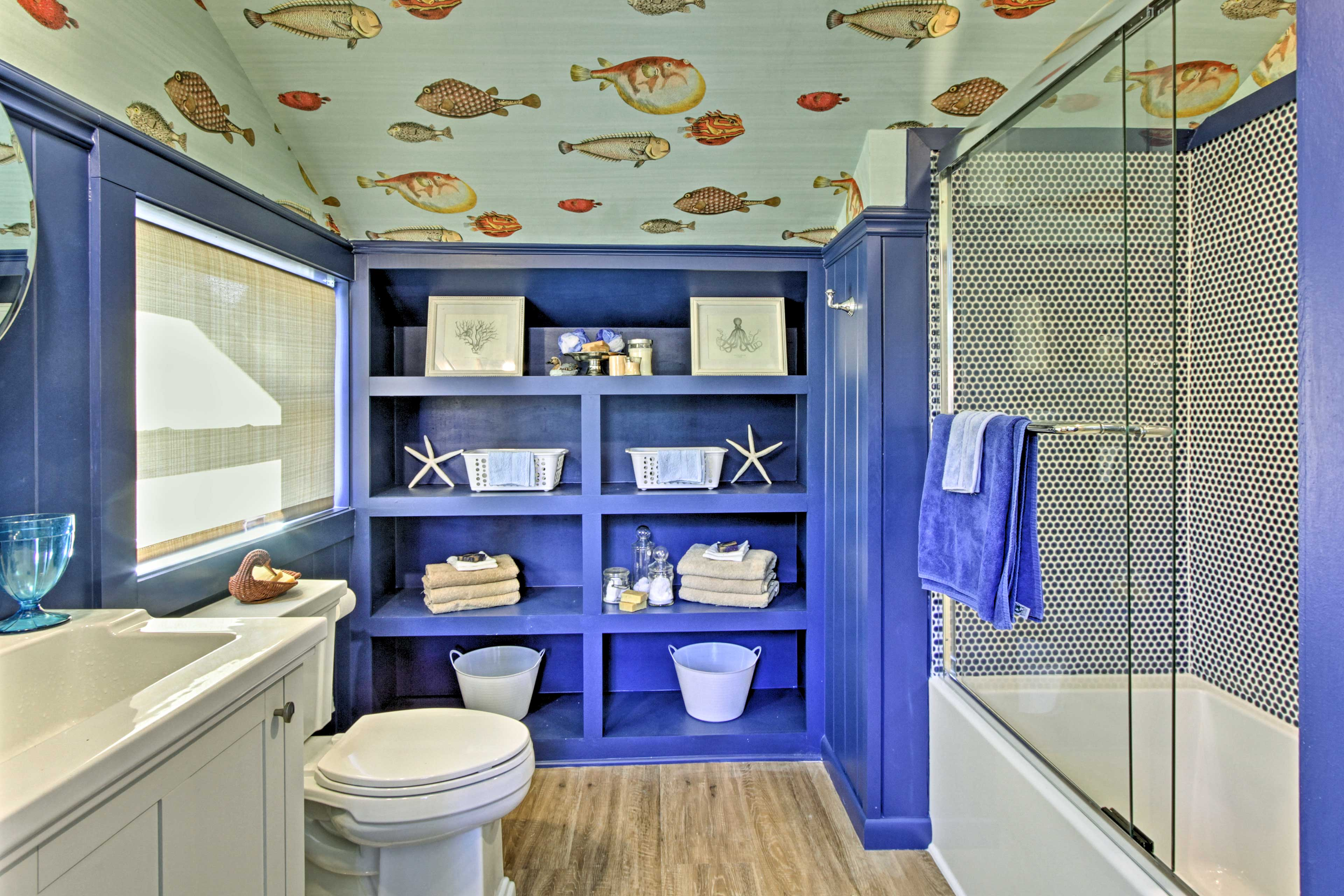 Take a shower or soak in the tub of this full bathroom.