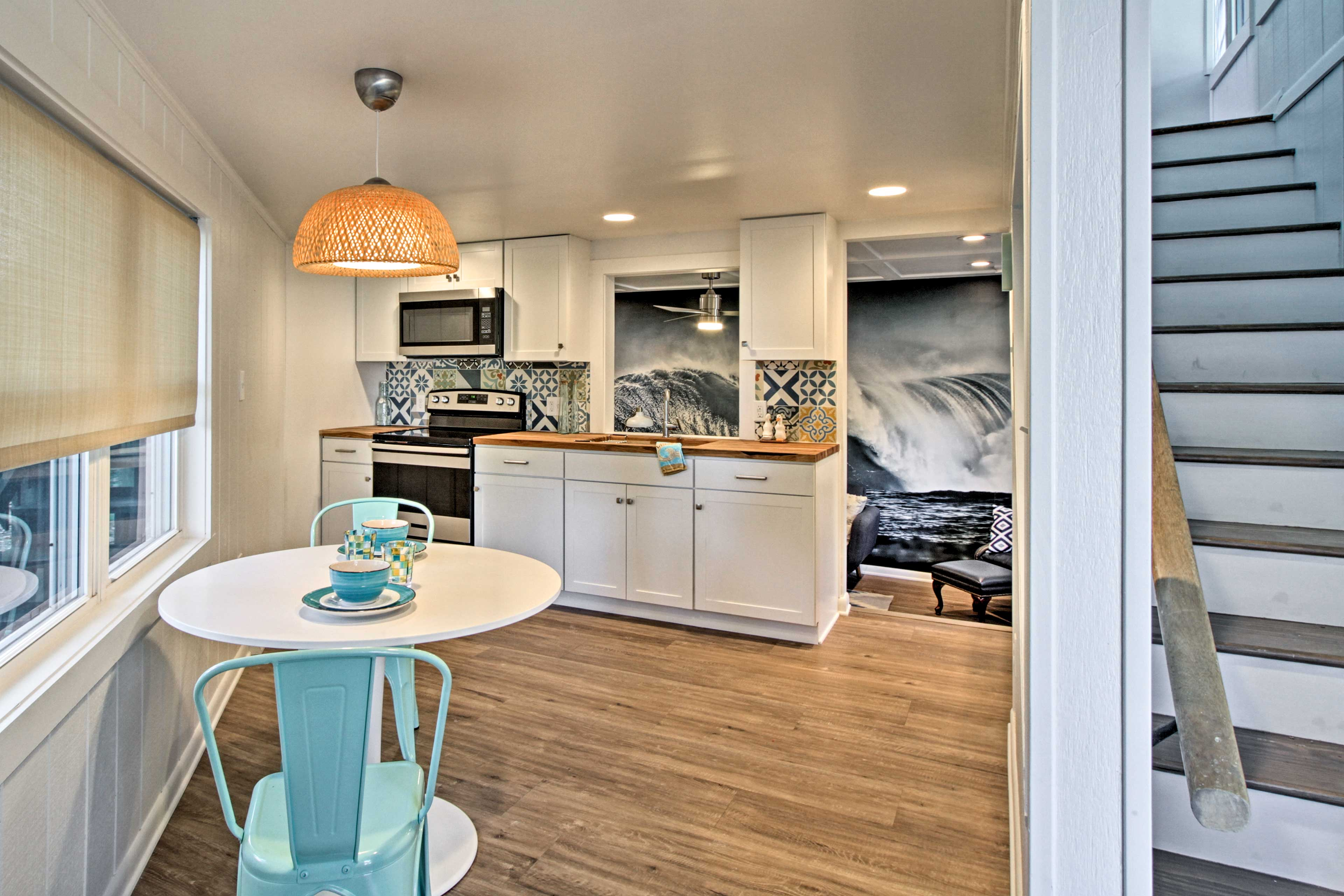 Whip up a tasty snack in the well-equipped kitchenette.
