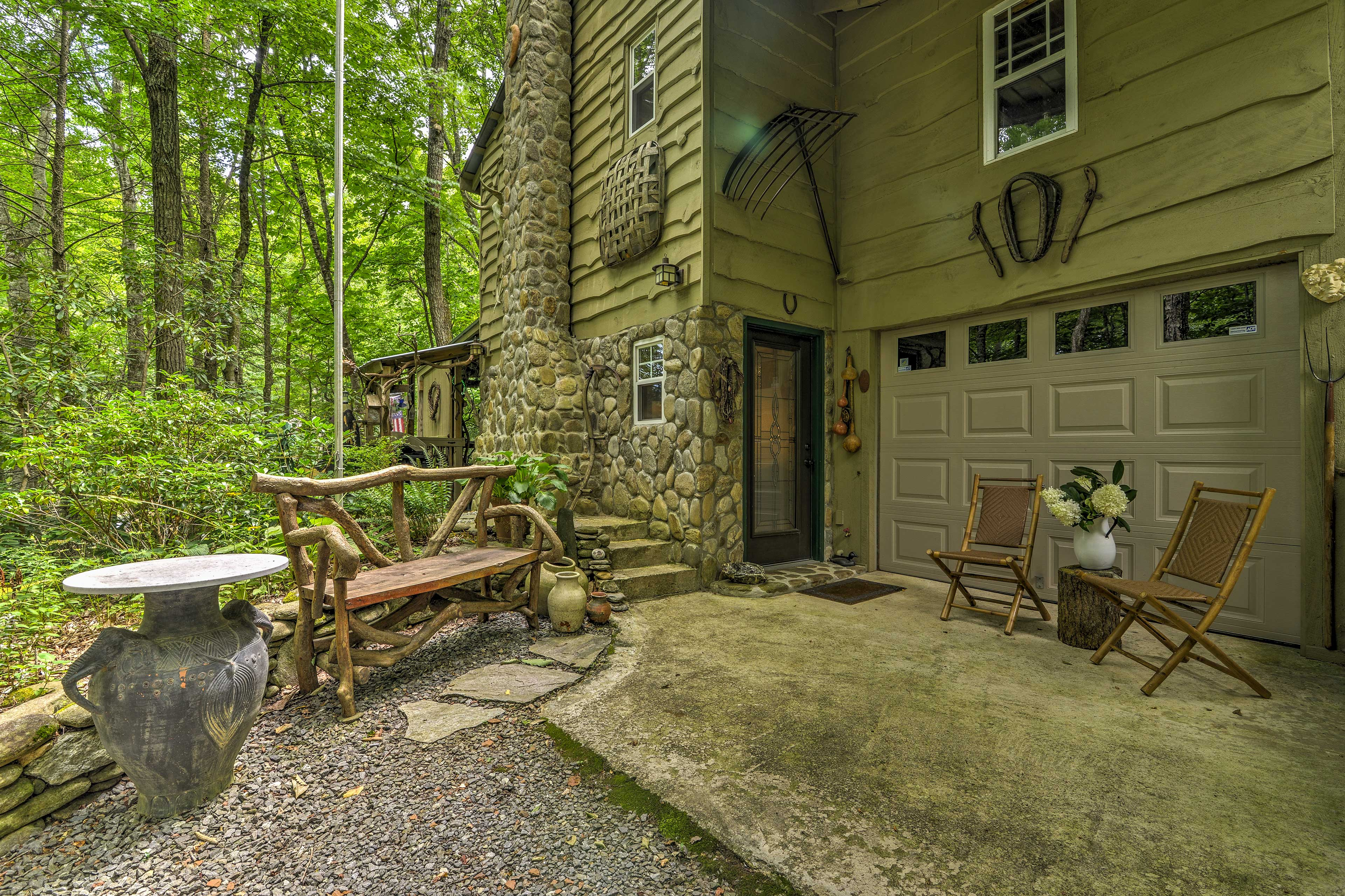 Rejuvenate your sould at this secluded mountain cabin!