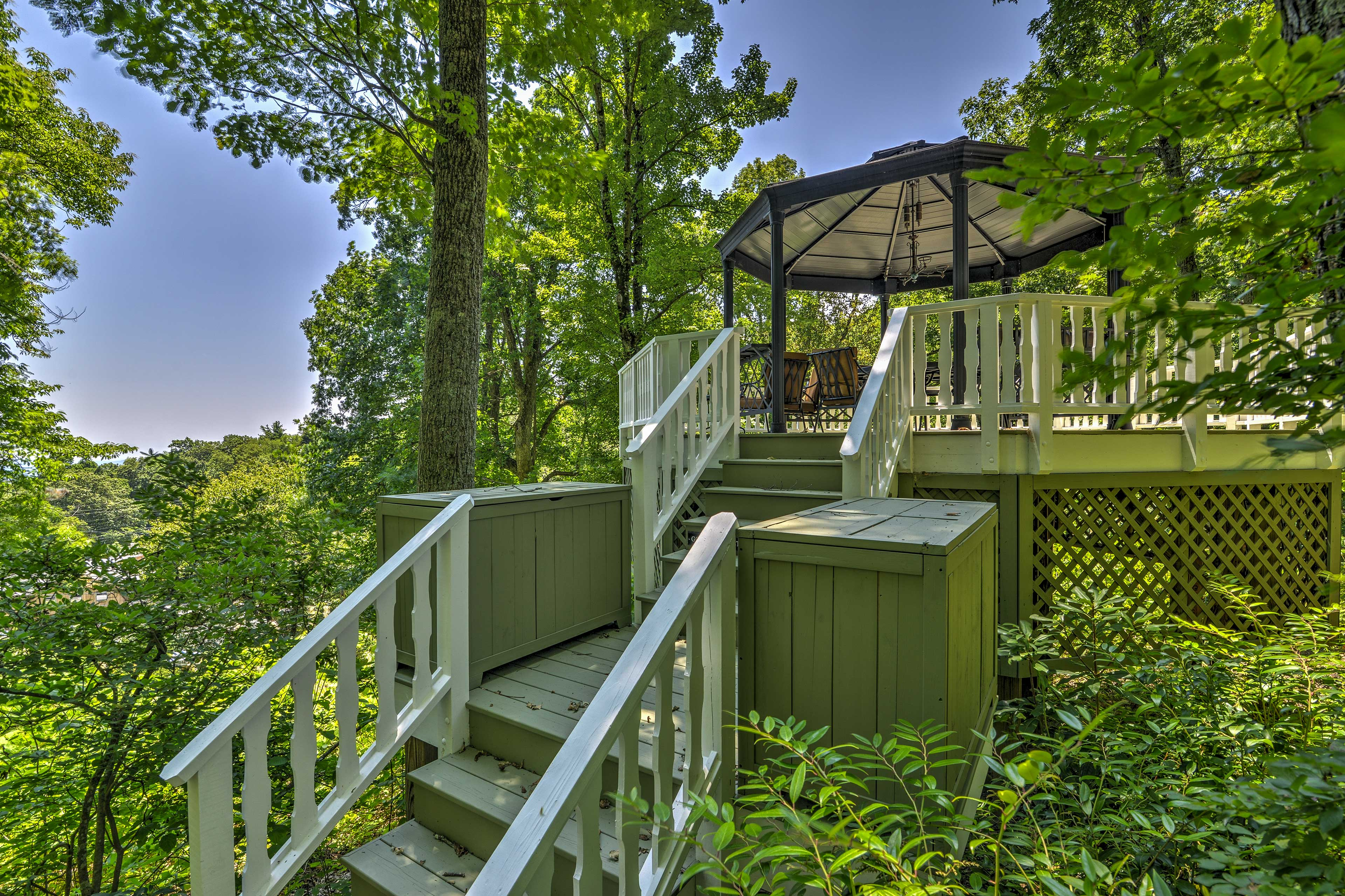 The treehouse offers views of the Catawba Valley and Blue Ridge Mountains.