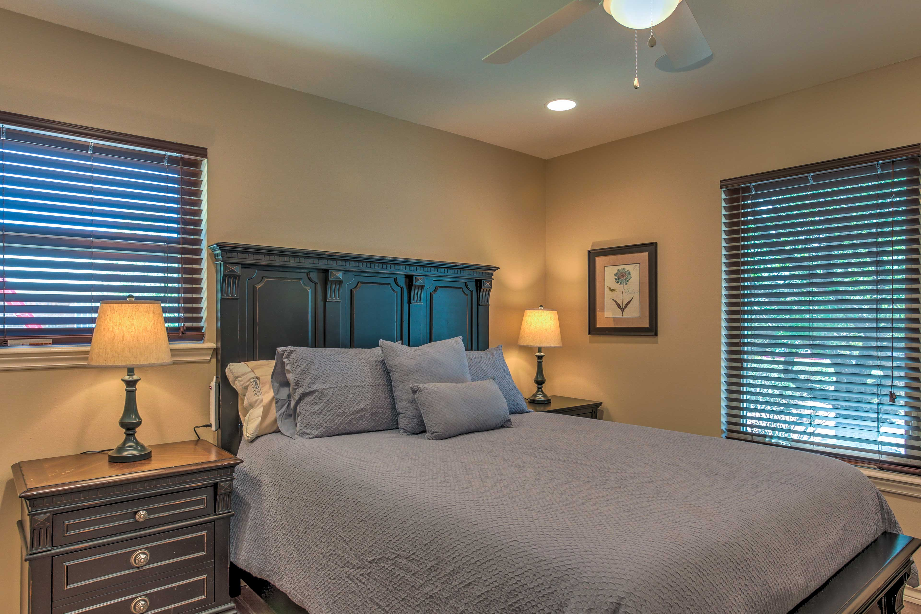 Those sharing this room will enjoy a comfortable queen bed.