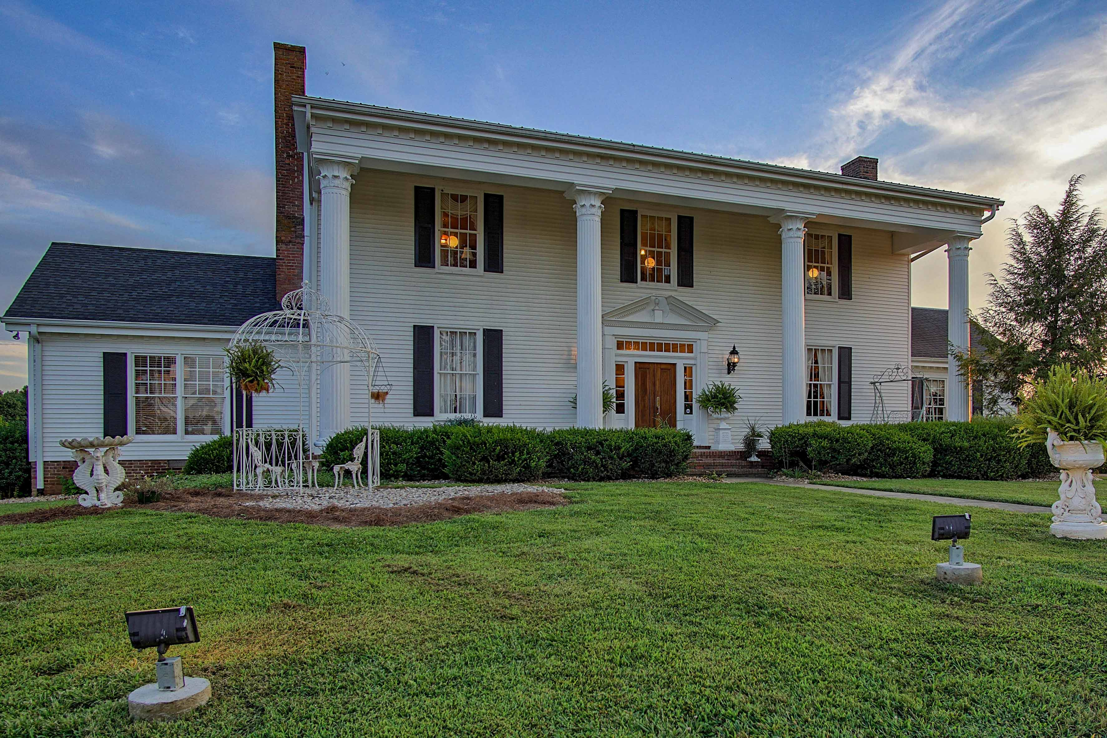 This luxurious home will serve as the perfect Cedar Hill vacation rental.