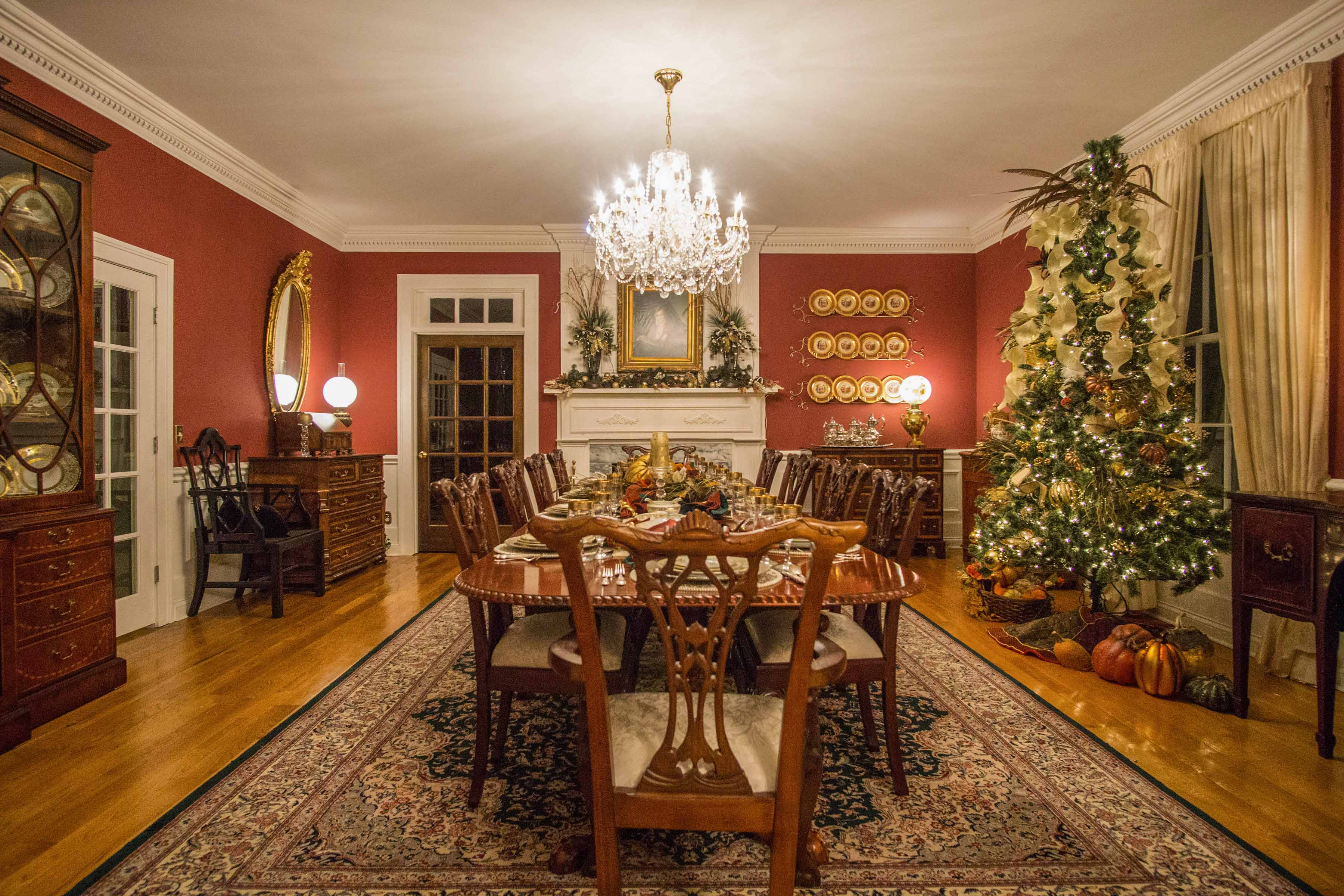 This home is the perfect place to gather for the holidays!