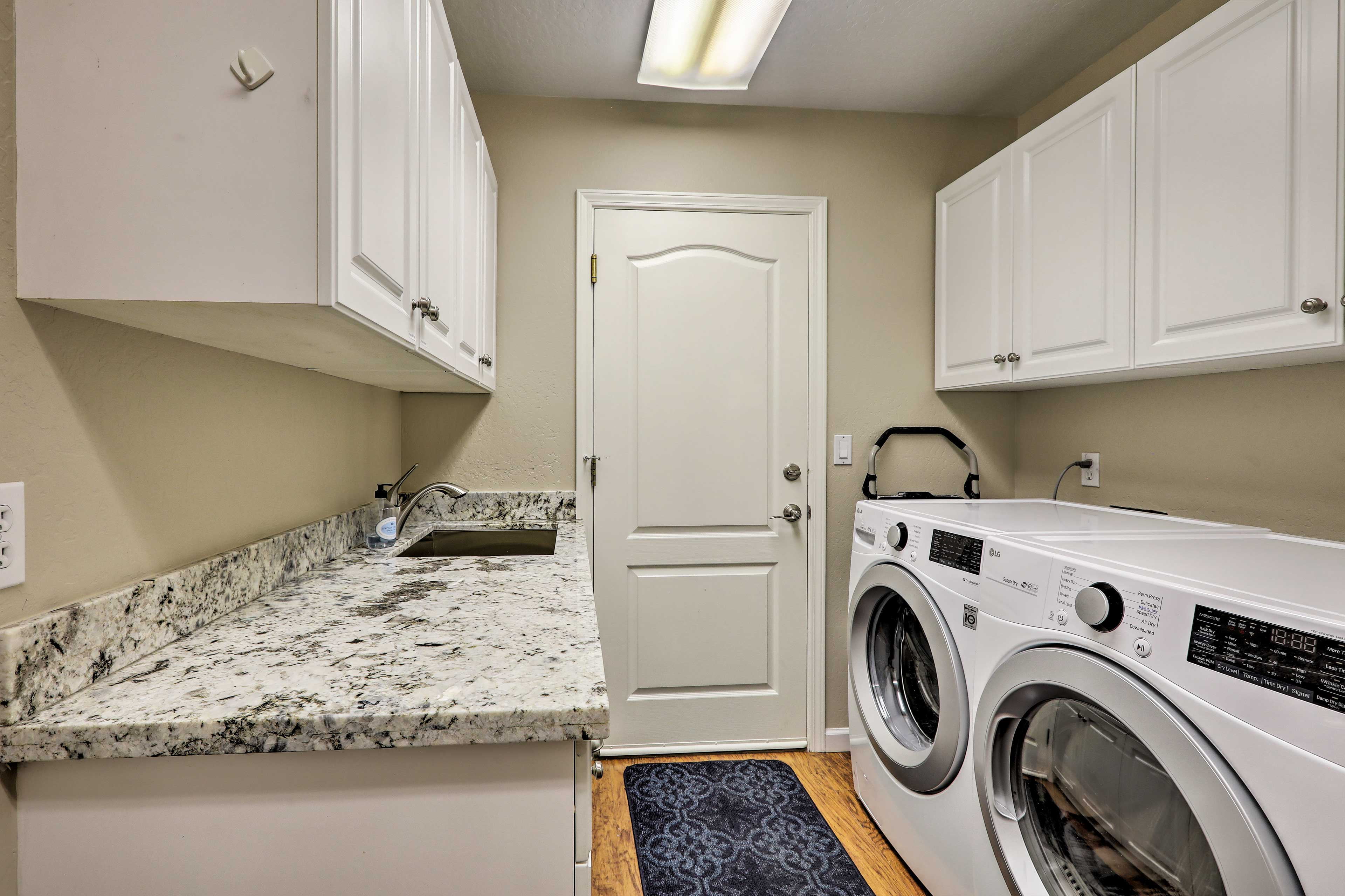In-unit laundry machines make washing clothes a cinch!