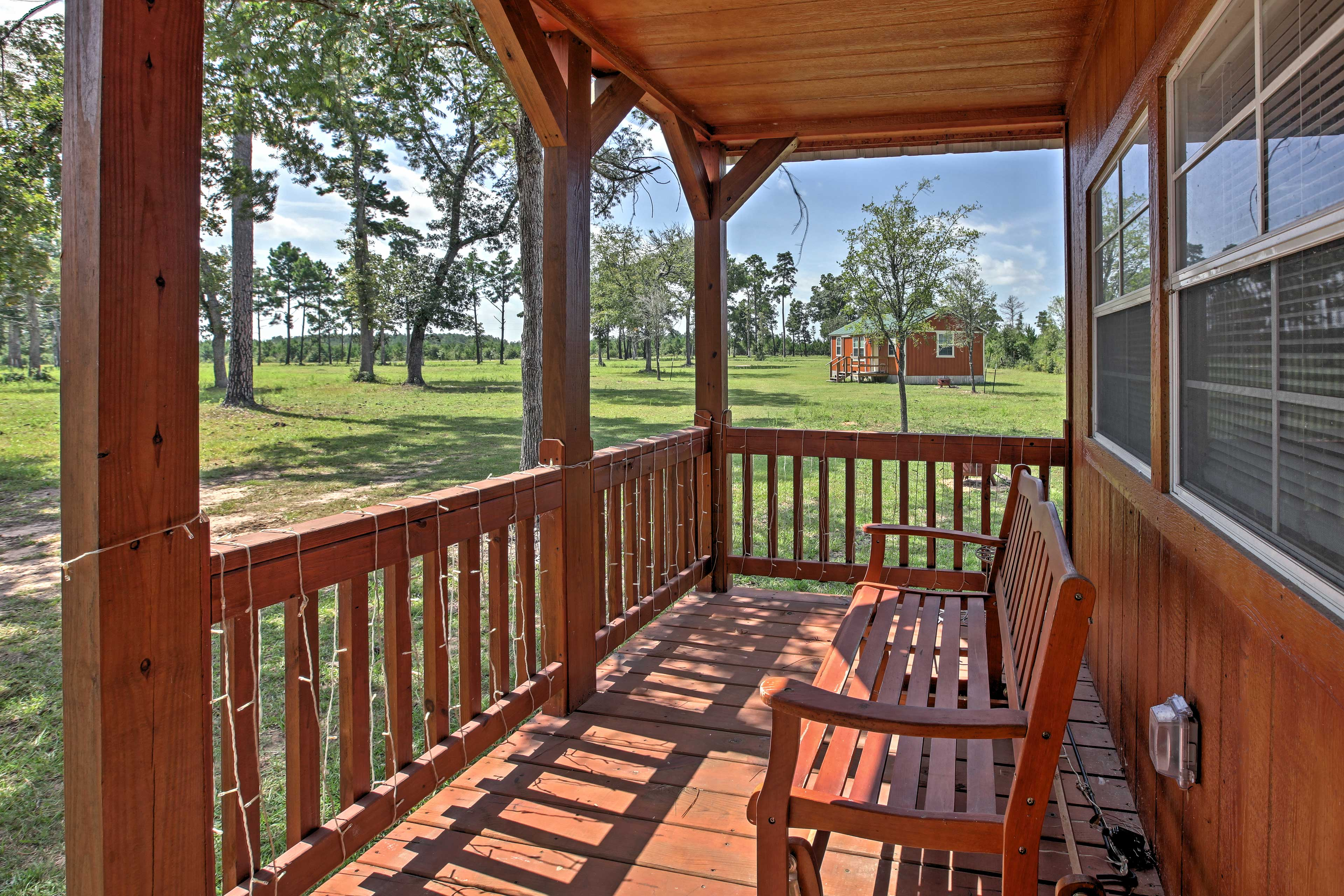 Escape to Texas at this 1-bedroom, 1-bath vacation rental cabin in Plantersville