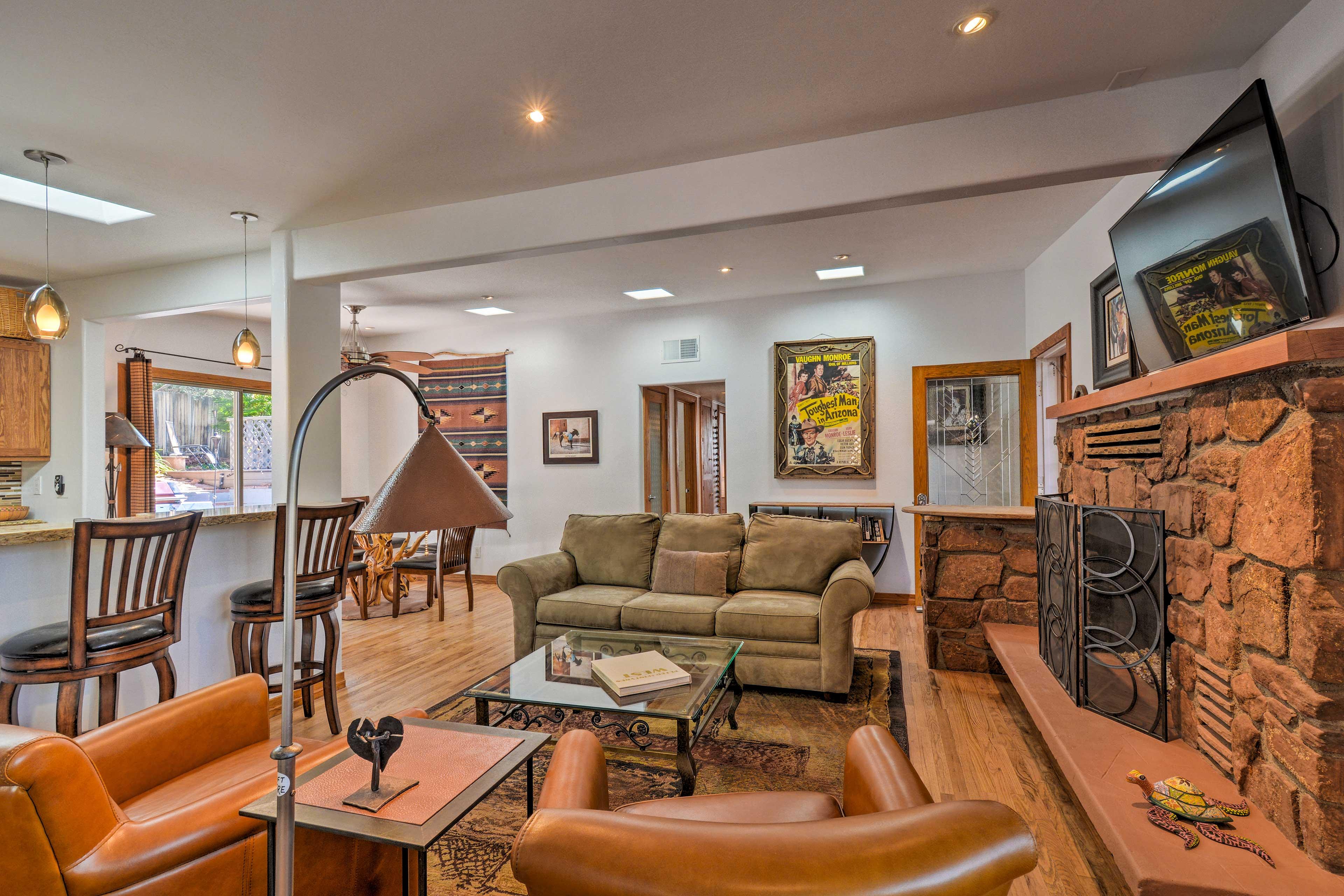 Living Room | Gas Fireplace | Southwestern Decor | Netflix & HBO
